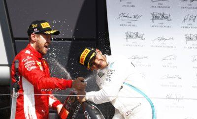 """Το Βρετανικό Grand Prix εξελίχθηκε σε μια έντονη μάχη στρατηγικής ανάμεσα στη Ferrari και στη Mercedes. Το αυτοκίνητο ασφαλείας εμφανίστηκε δυο φορές στο τελευταίο μέρος του αγώνα το οποίο μετατράπηκε σε δυο σπριντ. Η Ferrari και η Mercedes έκαναν διαφορετικές στρατηγικές επιλογές κατά τη διάρκεια του πρώτου αυτοκινήτου ασφαλείας. Η Ferrari επέλεξε να κάνει δεύτερη αλλαγή και να τοποθετήσει τη μαλακή γόμα: Πρόκειται για την μαλακότερη εκ των διαθεσίμων γομών στο συγκεκριμένο αγώνα. Εντωμεταξύ οι οδηγοί της Mercedes έμειναν με τη μέση γόμα που είχαν βάλει στο μοναδικό τους πιτ στοπ ώστε να διατηρήσουν τη θέση τους στην προσωρινή κατάταξη του αγώνα. Η θερμοκρασία οδοστρώματος φλέρταρε με τους 50 βαθμούς Κελσίου σε μια από τις ταχύτερες και απαιτητικές πίστες της χρονιάς, όσον αφορά στα ενεργειακά φορτία που ασκούνται στα ελαστικά. Όλες οι γόμες επέδειξαν απόδοση και αξιοπιστία στο 350o Grand Prix της Pirelli. Η Pirelli θα παραμείνει στο Silverstone τις δυο επόμενες μέρες για δοκιμές εξέλιξης των ελαστικών του 2019, με τις Haas, Red Bull και Williams. MARIO ISOLA - ΕΠΙΚΕΦΑΛΗΣ ΑΓΩΝΩΝ ΑΥΤΟΚΙΝΗΤΟΥ """"Παρακολουθήσαμε έναν συναρπαστικό και απρόβλεπτο Grand Prix με ποικιλία διαφορετικών στρατηγικών όπου χρησιμοποιήθηκαν και οι τρεις διαθέσιμες γόμες. Οι πέντε πρώτοι στην τελική κατάταξη υιοθέτησαν πολύ διαφορετικές στρατηγικές που βασίζονταν στη μέση και στη μαλακή γόμα. Ο οδηγός της Renault, Nico Hulkenberg κέρδισε έξι θέσεις και τερμάτισε 6ος αλλάζοντας μια φορά ελαστικά από μέση, σε σκληρή γόμα. Ο αγώνας προφανώς επηρεάστηκε από την παρουσία του αυτοκινήτου ασφαλείας δυο φορές. Αυτό οδήγησε σε επανεξέταση τις αρχικές στρατηγικές. Όλοι οι οδηγοί ήταν σε θέση να δώσουν μάχη από την εκκίνηση ως τον τερματισμό ανεξαρτήτως γόμας σε μια από τις πιο απαιτητικές πίστες της σεζόν. Αυτό οδήγησε σ' ένα συγκλονιστικό φινάλε που ανέδειξε την θεαματική φύση της Formula 1, στο 350ο Grand Prix της Pirelli."""" ΚΑΛΥΤΕΡΟΙ ΧΡΟΝΟΙ ΑΝΑ ΓΟΜΑ Hulkenberg 1m33.405s Hamilton 1m31.245s Vettel 1m30.696s """