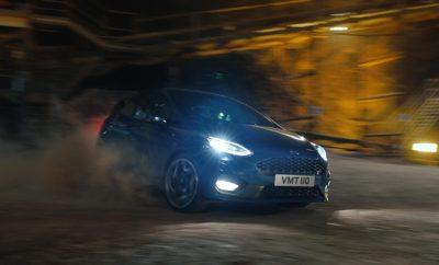 """Η υπεροχή κι οι επιδόσεις του νέου Ford Fiesta ST καταγράφονται σε ένα νέο βίντεο που φέρνει στο φως μία εντυπωσιακή διαδρομή – 400 μέτρα κάτω από το έδαφος σε ένα από τα μεγαλύτερα Ευρωπαϊκά αλατωρυχεία. Γυρισμένο σε ία μυστική τοποθεσία με οδηγό τον Παγκόσμιο Πρωταθλητή Ράλι Elfyn Evans, το Fiesta ST εμφανίζεται να γλιστράει, να πλαγιολισθαίνει και να απογειώνεται στο χώμα. Ο ήχος 200 PS από τον EcoBoost του 1.5 λίτρου ενισχύεται από τα τοιχώματα των στοών καθώς περνά με ιλιγγιώδη ταχύτητα την στενή είσοδο της σήραγγας. """"Οδηγικά, το αλάτι είναι ουσιαστικά σαν το καλοστρωμένο χώμα, αρκετά ολισθηρό για να είμαι ειλικρινής, ειδικά με λάστιχα δρόμου,"""" είπε ο Evans. """"Αν και περιμένεις να είναι κλειστοφοβικό, αποδεικνύεται ακριβώς το αντίθετο, το τέλειο μέρος για να απολαύσεις το νέο Fiesta ST"""". Η σειρά της Ford Καλύτεροι Ευρωπαϊκοί Αυτοκινητόδρομοι φέρνει τα οχήματα υψηλών επιδόσεων –μεταξύ των οποίων Ford GT, Ford Focus RS και Ford Mustang Convertible σε μερικά από τα πιο εντυπωσιακά τοπία της ηπειρωτικής Ευρώπης – από τον Αρκτικό Κύκλο στη Νορβηγία στην ηλιόλουστη Μαγιόρκα. Μέχρι τώρα, όλες οι τοποθεσίες ήταν επίγειες. Η Ford επέλεξε το μυστικό αλατ0ρυχείο για το νέο τηλεοπτικό spot με τίτλο 'Undertrack' όπου το αυτοκίνητο περιφέρεται μέσα στο δίκτυο στοών μήκους 60 χλμ., σε σταθερή θερμοκρασία 16 C κάτω από αυστηρά μέτρα προστασίας που περιόρισαν στο ελάχιστο τα μέλη του κινηματογραφικού συνεργείου για το τριήμερο γύρισμα. Παρακολουθήστε το βίντεο με το Fiesta ST στο ορυχείο: https://youtu.be/tI6xLRwr_hA Δείτε το διαφημιστικό spot 'Undertrack': https://youtu.be/6HuAHLToqvg """"Το υποβλητικό σκηνικό των υπόγειων στοών και μαζί η ευκαιρία να δείξουμε τις δυνατότητες του Fiesta ST σε διαφορετικούς τύπους επιφανειών είχαν την μεγαλύτερη βαρύτητα στην επιλογή αυτής της μοναδικής τοποθεσίας"""", κατά τον Leo Roeks, διευθυντή της Ford Performance. """"Δεν ήταν μια τυπική πίστα, ήταν ένα μέρος που μπορούσαμε να οδηγήσουμε το σπουδαίο Fiesta στο μέγιστο των δυνατοτήτων του""""."""
