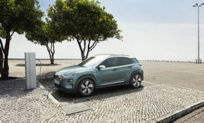 """Η Hyundai «ηλεκτρίζει» με διπλή νίκη τα Auto Express New Car Awards του 2018 • Το Kona Electric κατέκτησε το βραβείο του πιο οικονομικού Ηλεκτρικού Οχήματος της Χρονιάς (Affordable Electric Car of the Year) και αντίστοιχα το IONIQ Plug-In του πιο οικονομικού υβριδικού αυτοκινήτου της χρονιάς (Affordable Hybrid Car of the Year) στα βραβεία Auto Express New Car Awards του 2018 • Η Hyundai Motor αποτελεί έναν από τους λίγους κατασκευαστές που προσφέρουν στους πελάτες τους πλήρη γκάμα οικολογικών τεχνολογιών και κινητήρων από υβριδικούς και plug-in υβριδικούς έως πλήρως ηλεκτρικούς και κυψελών καυσίμου υδρογόνου Διπλή νίκη για τη Hyundai Motor στα Auto Express New Car Awards του 2018, όπου το νέο Kona Electric διακρίθηκε ως το πιο οικονομικό Ηλεκτρικό Αυτοκίνητο της Χρονιάς και αντίστοιχα το IONIQ Plug-In ως το πιο οικονομικό Υβριδικό Αυτοκίνητο της Χρονιάς. Το ολοκαίνουργιο Hyundai Kona Electric ανταγωνίσθηκε τα Nissan Leaf και Volkswagen e-Golf και βραβεύθηκε από τους κριτές για τη μεγάλη αυτονομία των 480 χιλιομέτρων με μία μόνο φόρτιση και την προσιτή του τιμή. Ο κ. Steve Fowler, Aρχισυντάκτης της Auto Express, δήλωσε: """"Το να λανσάρεις ένα πλήρως ηλεκτρικό SUV σημαίνει ότι η Hyundai έχει εισέλθει σε δύο από τις ταχύτερα αναπτυσσόμενες κατηγορίες της αγοράς. Το Kona Electric, σε αντίθεση με αρκετούς από τους ανταγωνιστές του, διαθέτει αυτονομία 480 χιλιομέτρων, ώστε να μπορεί να κινηθεί περισσότερο με μία μόνο φόρτιση. Με την προσθήκη μιας προσιτής τιμής αποδεικνύεται ότι τα mainstream ηλεκτρικά αυτοκίνητα αποτελούν πλέον μια βιώσιμη επιλογή. Το Kona Electric αποτελεί ένα εξαιρετικό πακέτο, γι 'αυτό και κατέκτησε το βραβείο του πιο οικονομικού Ηλεκτρικού Αυτοκινήτου της Χρονιάς 2018"""". Το IONIQ Plug-In, αντίστοιχα, ξεπέρασε υβριδικά οχήματα, όπως το Toyota Prius, στην κατηγορία «Οικονομικό Υβριδικό», εντυπωσιάζοντας με την αποτελεσματικότητα, την άνεση και τα τεχνολογικά χαρακτηριστικά του. """"Ο χρόνος μας στον πραγματικό κόσμο με ένα Hyundai IONIQ PHEV αποκάλυψε ότι εί"""