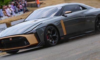 """Το Nissan GT-R50 από την Italdesign, στο Φεστιβάλ Ταχύτητας του Goodwood. Οι εργοστασιακοί οδηγοί της Nissan στο GT3, Lucas Ordonez και Alex Buncombe, βρέθηκαν στο Φεστιβάλ Ταχύτητας του Goodwood, οδηγώντας το εκπληκτικό Nissan GT-R50 από την Italdesign, σε έναν από τους πιο διάσημους λόφους του μηχανοκίνητου αθλητισμού. Οι Ordóñez και Buncombe, οδήγησαν το πρωτότυπο για 1,86 χλμ στο δρόμο του Goodwood House, στο Δυτικό Σάσεξ της Αγγλίας. """"Το Φεστιβάλ Ταχύτητας του Goodwood είναι το ιδανικό σκηνικό για την παρουσίαση του Nissan GT-R50 από την Italdesign, το οποίο συνδυάζει τη δύναμη με την τέχνη για να γιορτάσει 50 χρόνια εμπνευσμένα από τα όνειρα των πελατών μας"""", δήλωσε ο Alfonso Albaisa, αντιπρόεδρος παγκόσμιου σχεδιασμού της Nissan. """"Όπως και το ίδιο το πρωτότυπο, το Goodwood είναι μια γιορτή του σχεδιασμού, των επιδόσεων και της αγάπης για τη δημιουργικότητα της παρελθούσας και μελλοντικής αυτοκινητοβιομηχανίας. Είναι το τέλειο σκηνικό για να παρουσιαστεί ένα μοναδικό όχημα που θα προκαλέσει τη φαντασία των ανθρώπων για μεγαλύτερα όνειρα."""" Το πρωτότυπο GT-R50 που παρουσιάστηκε στο Goodwood, προϊόν της πρώτης συνεργασίας μεταξύ της Nissan και της Italdesign, θα μπορούσε να αποτελέσει το προσχέδιο για μια εξαιρετικά περιορισμένη σειρά χειροποίητων αυτοκινήτων παραγωγής. Το συγκεκριμένο πρωτότυπο των 720ps, δημιουργήθηκε με αφορμή την 50η επέτειο τόσο του GT-R για το 2019, όσο και της Italdesign για το 2018. Δείτε απολαυστικά στιγμιότυπα από την παρουσίαση του Nissan GT-R50 στο Φεστιβάλ Ταχύτητας του Goodwood, στο https://youtu.be/_3bsk0mI0aQ"""