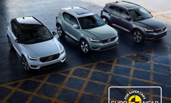 """Το Αυτοκίνητο της Χρονιάς 2018, Volvo XC40, κατακτά πέντε αστέρια στις δοκιμές πρόσκρουσης του EuroNCAP · Πέντε αστέρια για το Volvo XC40 στις δοκιμές του EuroNCAP · Το XC40 έλαβε την υψηλότερη βαθμολογία ανάμεσα σε όλα τα αυτοκίνητα που δοκιμάστηκαν υπό το νέο, πιο απαιτητικό καθεστώς δοκιμών · Τα αποτελέσματα επιβεβαιώνουν την ηγετική θέση της Volvo στον τομέα της ασφάλειας Το νέο Volvo XC40 προσθέτει ακόμη μία ιδιαίτερα σημαντική διάκριση στο ενεργητικό του. Στις δοκιμές πρόσκρουσης του EuroNCAP για το 2018, το XC40 απέσπασε πέντε αστέρια και κορυφαίες αξιολογήσεις. Το XC40 είναι ένα από τα ασφαλέστερα αυτοκίνητα στο δρόμο, μαζί με όλα τα μοντέλα των Σειρών 60 και 90, που πέτυχαν κορυφαίες επιδόσεις στις δοκιμές του ανεξάρτητου οργανισμού. Το 2018, οι δοκιμές του EuroNCAP είναι οι πιο δύσκολες που έγιναν ποτέ, με νέες και περισσότερο απαιτητικές δοκιμασίες όσον αφορά τις τεχνολογίες ασφαλείας, όπως η ανίχνευση ποδηλάτη με αυτόματο φρενάρισμα και τα συστήματα διατήρησης λωρίδας εκτάκτου ανάγκης. Συνολικά, το νέο Volvo XC40 έλαβε την υψηλότερη βαθμολογία ανάμεσα σε όλα τα αυτοκίνητα που δοκιμάστηκαν υπό το νέο καθεστώς. Αξίζει, επίσης, να σημειωθεί ότι, με τους 97 βαθμούς που απέσπασε στη δοκιμή για την προστασία των ενήλικων επιβατών, το compact premium SUV της Volvo κατακτά μια από τις 5 υψηλότερες βαθμολογίες για τη συγκεκριμένη κατηγορία στις δοκιμές των τριών τελευταίων χρόνων. """"Το νέο XC40 είναι ένα από τα ασφαλέστερα αυτοκίνητα της αγοράς"""", δήλωσε η Μαλίν Έκχολμ (Malin Ekholm), επικεφαλής του Volvo Cars Safety Centre. """"Διαθέτει στο βασικό του εξοπλισμό τη μεγαλύτερη σειρά τεχνολογιών ασφαλείας από κάθε άλλο compact SUV, βοηθώντας τους οδηγούς να ανιχνεύσουν και να αποφύγουν τις συγκρούσεις, να παραμείνουν με ασφάλεια στη λωρίδα τους και να περιορίσουν τις συνέπειες σε περίπτωση που η εκτροπή από το δρόμο καταστεί αναπόφευκτη"""". Τα αποτελέσματα επιβεβαιώνουν την ηγετική θέση της Volvo στον τομέα της ασφάλειας. Στο σύνολό τους, τα αυτοκίνητα που διαθέτει σήμερα"""