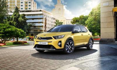 Το Kia Stonic, το εμπνευσμένο κόμπακτ crossover της Kia με την ελκυστική σχεδίαση και το περιπετειώδες στυλ SUV, τη δυναμική οδική συμπεριφορά και σπορ αίσθηση, εφοδιάζεται πλέον με νέους κινητήρες και αυτόματα κιβώτια, πληρώντας τις προδιαγραφές Euro 6 d-TEMP. Παρακάτω θα βρείτε επιπλέον στοιχεία και πληροφορίες σχετικά με κάποιες αλλαγές οι οποίες ενισχύουν την ασφάλεια και τα χαρακτηριστικά του αυτοκινήτου: 1. Πακέτο ADAS / Lane Keep Assist To πακέτο ADAS γίνεται ακόμα πιο ισχυρό, καθώς περιλαμβάνεται πλέον σε αυτό και Ενεργό Σύστημα Δι-ατήρησης Λωρίδας (μέχρι τώρα είχε μόνο σύστημα προειδοποίησης) και περιλαμβάνει αναλυτικά τα παρακάτω: - AEB- Αυτόνομο φρενάρισμα σε αστικές & υπεραστικές συνθήκες, με αναγνώριση πεζών - LKAS - Ενεργό σύστημα διατήρησης λωρίδας - FCA - Προειδοποίηση μετωπικής σύγκρουσης - DAA - Προειδοποίηση απόσπασης προσοχής οδηγού - ΗΒΑ - Αυτοματισμός μεγάλης σκάλας προβολέων - SUPERVISION - Οθόνη πίνακα οργάνων υψηλής ανάλυσης - BLIS - Προειδοποίηση ύπαρξης οχήματος στη νεκρή γωνία - RCTA - Προειδοποίηση διασταυρούμενης κυκλοφορίας κατά την όπισθεν - Ηλεκτρικά ανδιπλούμενοι καθρέπτες με LED φλας 2. Ρεζέρβα τύπου ανάγκης Η ρεζέρβα τύπου ανάγκης θα ανήκει πλέον στο βασικό εξοπλισμό όλων των εκδόσεων του Stonic Ανταγωνιστικές τιμές εκδόσεων 1.4 100hp Ο κινητήρας 1.4 100hp αποτελεί μέχρι σήμερα τον πιο εμπορικό κινητήρα του Stonic, και μάλιστα και στις δύο του εκδόσεις εξοπλισμού. Σε συνδυασμό με το 6-τάχυτο κιβώτιο και το χαμηλό του βάρος (ελάχιστα πάνω από ένα τόνο με οδηγό και καύσιμα), καταφέρνει να κινεί πολύ ζωηρά το Stonic, δίνοντας του ένα συγκριτικό πλεονέκτημα σε σχέση με τον ανταγωνισμό, ο οποίος δεν διαθέτει ατμοσφαιρικό κινητήρα αντίστοιχης ιπποδύναμης. Οι τιμές των εκδόσεων 1.4 100hp έγιναν πιο ανταγωνιστικές και δελεαστικές, καθώς πλέον ανέρχονται στις 15.390€ για την έκδοση Uptown και στις 16.490€ για την έκδοση Premium. Νέοι Κινητήρες/Κιβώτια 1.4 100hp 6-Auto Ο bestseller κινητήρας 1.4 των 100 hp εφοδιάζεται πλέον και με ένα νέο α