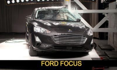 Το Νέο Ford Focus Απέσπασε 5 Αστέρια για την Ασφάλειά του • Το νέο Ford Focus βαθμολογήθηκε με 5 αστέρια από τον ανεξάρτητο οργανισμό δοκιμών Euro NCAP, σύμφωνα με τα αυστηρότερα, νέα πρωτόκολλα δοκιμών • Τεχνολογία που εντοπίζει δικυκλιστές, επιπλέον των πεζών και των οχημάτων, και φρενάρει για την αποφυγή συγκρούσεων, ανάμεσα στα πολυάριθμα χαρακτηριστικά που συνέβαλλαν στην πεντάστερη διάκριση • Το Focus απέσπασε μέγιστη βαθμολογία στις δοκιμές πλευρικής σύγκρουσης με μία προηγμένη δομή αμαξώματος και πολύ ανθεκτικά υλικά To Ford Focus αξιολογήθηκε με 5 αστέρια για την ασφάλειά του από τον ανεξάρτητο οργανισμό δοκιμών (crash tests) Euro NCAP – ένα από τα πρώτα οχήματα με τόσο υψηλό σκορ στο πλαίσιο των νέων, αυστηρότερων πρωτόκολλων δοκιμών του Euro NCAP. Το Focus διαθέτει προηγμένα χαρακτηριστικά σχεδιασμένα για να αποτρέπουν ή να μετριάζουν τις επιπτώσεις μιας σύγκρουσης, όπως το Pre-Collision Assist της Ford με Pedestrian & Cyclist Detection – που εκθειάστηκε από το Euro NCAP, Αυτό μπορεί να εντοπίζει άτομα πάνω ή δίπλα στο δρόμο, ή που ενδεχομένως διασχίζουν το δρόμο στην πορεία του αυτοκινήτου. Το σύστημα αυτόματα εφαρμόζει πίεση πέδησης εάν ανιχνεύσει πιθανότητα σύγκρουσης και ο οδηγός δεν αντιδράσει στις προειδοποιήσεις. Επίσης μπορεί να εντοπίζει δικυκλιστές, ενώ λειτουργεί και στο σκοτάδι χρησιμοποιώντας φως από τους προβολείς. Το Euro NCAP απένειμε υψηλή βαθμολογία στο Focus για την προστασία ενηλίκων επιβατών και παιδιών – στο οποίο συνέβαλε αφενός η αυξημένη κατά 40% ικανότητα διαχείρισης φορτίων σύγκρουσης της νέας αρχιτεκτονικής C2 της Ford, αφετέρου η δομή αμαξώματος που αποτελείται από 33% ατσάλια υπερυψηλής αντοχής και βορίου με διαμόρφωση μέσω πίεσης. Το Focus απέσπασε επίσης μέγιστη βαθμολογία σε δοκιμές που προσομοιώνουν πλευρικές συγκρούσεις μεταξύ οχημάτων. Τα πρώτα νέα Focus είναι ήδη καθ' οδόν για τους πελάτες τους στην Ευρώπη. «Θυμηθείτε την εποχή που δώσατε εξετάσεις για δίπλωμα οδήγησης και πόσο συγκεντρωμένοι έπρεπε να είστε για λόγους