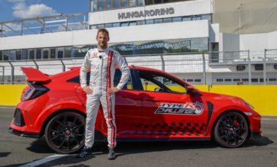 """Ο Jenson Button εξασφάλισε για τη Honda το πέμπτο προγραμματισμένο και τελευταίο ρεκόρ γύρου στα πλαίσια του Civic Type-R Challenge 2018 • Ο Jenson Button ολοκληρώνει το Type R Challenge 2018 της Honda με ένα πέμπτο ρεκόρ γύρου, αυτή τη φορά στην πίστα του Hungaroring • Νέο ρεκόρ 2'10""""19 για προσθιοκίνητα αυτοκίνητα στην Ουγγρική πίστα των GP • Το νέο ρεκόρ επιβεβαιώνει την κορυφαία ταχύτητα του Civic Type R στην κατηγορία του • Ο πέμπτος αυτός ταχύτερος γύρος σημειώθηκε με στάνταρ αυτοκίνητο παραγωγής και ελαστικά δρόμου • Το Type R Challenge εκπληρώνει τους στόχους του σημειώνοντας πέντε ρεκόρ γύρου σε ισάριθμες μεγάλες πίστες της Ευρώπης Στην πέμπτη και τελευταία της προγραμματισμένη προσπάθεια επίτευξης ρεκόρ γύρου στην Ευρώπη μέσα στο 2018, η Honda σημείωσε νέο ρεκόρ 2'10""""19 για προσθιοκίνητα αυτοκίνητα στην πίστα GP του Hungaroring. Το Civic Type R οδήγησε για την περίσταση ο Παγκόσμιος Πρωταθλητής F1 και οδηγός σήμερα του NSX Super GT, Jenson Button. Η συγκεκριμένη πίστα έχει ιδιαίτερη σημασία για τον Button, καθώς εκεί κατέκτησε ο ίδιος την πρώτη νίκη της καριέρας του στα Grand Prix με τη Honda το 2006. Το Hungaroring είναι μία σφικτή και στενή πίστα με μήκος 4,38 km, με στροφές 180 μοιρών και ένα δύσκολο σικέιν, στοιχεία που την καθιστούν μία από τις πιο τεχνικές πίστες στην Ευρώπη. Ωστόσο, τα χαρακτηριστικά της κατάφεραν να αναδείξουν το Σύστημα Ενεργής Ανάρτησης (Adaptive Damper System) του Civic Type R, το οποίο εξασφαλίζει πιο σφικτή αίσθηση με περιορισμένες κλίσεις του αμαξώματος και μεγαλύτερη ευελιξία, με αποτέλεσμα κορυφαίο κράτημα στη στενή πίστα. Πέρα από το σύστημα της ανάρτησης, στοιχεία όπως η μοναδική ρύθμιση του συστήματος διεύθυνσης και η βελτιωμένη αεροδυναμική επέτρεψαν στον Button να σημειώσει το ρεκόρ γύρου για τη Honda στην πίστα αυτή των Grand Prix. Αναφερόμενος στο ρεκόρ γύρου, δήλωσε ο Jenson Button: «ήρθαμε εδώ στο Hungaroring, όπου πήρα το 2006 την πρώτη μου νίκη στην F1 με τη Honda, για να σημειώσουμε νέο ρεκόρ γύρου για προσθιοκί"""