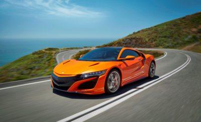 Η Honda αναβαθμίζει το επαναστατικό, υβριδικό supercar NSX • Δυναμική συμπεριφορά βελτιωμένη με αναβαθμίσεις πλαισίου, ελαστικά νέων προδιαγραφών και ρύθμιση του Sport Hybrid • Ανανεωμένη εμφάνιση με την προσθήκη της νέας, εντυπωσιακής απόχρωσης Thermal Orange Pearlescent Η Honda ανακοίνωσε μία σειρά αναβαθμίσεων για το 2019 NSX, που αναμένεται να κάνουν το επαναστατικό, υβριδικό supercar ακόμα πιο απολαυστικό σε καθημερινή χρήση, και πιο συναρπαστικό στην πίστα. Η έμφαση δόθηκε στην αναβάθμιση του δυναμικού χαρακτήρα του αυτοκινήτου, διατηρώντας παράλληλα την άριστη καθημερινή χρηστικότητα. Η Honda εφοδίασε το 2019 NSX με μεγαλύτερες εμπρός και πίσω αντιστρεπτικές δοκούς, που αυξάνουν την ακαμψία κατά 26% μπροστά και 19% πίσω. Οι πίσω πλήμνες και τα σαϊλενμπλόκ στους βραχίονες ελέγχου σύγκλισης είναι επίσης σκληρότερα, βελτιώνοντας την απόκριση του πλαισίου. Η απαράμιλλη δομική ακαμψία του Honda NSX αποτελεί την ιδανική πλατφόρμα για την τέλεια ρύθμιση της ανάρτησης και του συστήματος διεύθυνσης. Πέραν των αναβαθμίσεων των εξαρτημάτων για το 2019, η Honda έχει αναθεωρήσει και το λογισμικό που ελέγχει το σύστημα κίνησης Sport Hybrid SH-AWD®, το σύστημα διεύθυνσης με ηλεκτρική υποβοήθηση, το σύστημα Vehicle Stability Assist και τους ενεργούς μαγνητοροϊκούς αποσβεστήρες. Οι αποσβεστήρες παρέχουν τώρα βελτιωμένη οδηγική άνεση και απόκριση στην πιο μαλακή ρύθμιση του NSX, διατηρώντας παράλληλα τις πιο σκληρές ρυθμίσεις για υψηλότερες ταχύτητες και οδήγηση στην πίστα. Σε συνδυασμό με τις αναβαθμίσεις των εξαρτημάτων και του λογισμικού του πλαισίου, το 2019 NSX θα εφοδιάζεται στάνταρ με ελαστικά υψηλών επιδόσεων Continental SportContactTM 6. Τα ελαστικά αυτά που εξελίχθηκαν ειδικά για το NSX, παρέχουν βελτιωμένη δυναμική απόκριση και πληροφόρηση (feedback) στο φρενάρισμα, το στρίψιμο και την επιτάχυνση – σε βρεγμένο και στεγνό δρόμο. Η Honda έκανε αυτές τις αλλαγές με σκοπό να πετύχει καλύτερη απόκριση, αλλά και βελτιωμένη ευστάθεια και έλεγχο στην πίστα, σε οριακές συνθή