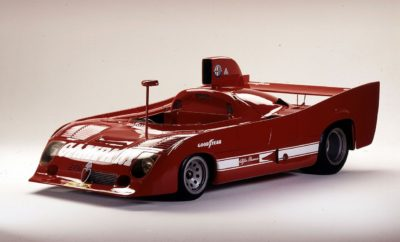 """Οι μάρκες του ομίλου FCA λαμβάνουν μέρος σε μία από τις μεγαλύτερες εκδηλώσεις κλασσικών αυτοκινήτων που θα πραγματοποιηθεί στη Γερμανία την περίοδο 3-5 Αυγούστου. Η σύνδεση μεταξύ της πλούσιας ιστορίας και των νέων μοντέλων της Alfa Romeo, θα εκφραστεί μέσω δύο αυτοκινήτων που ανήκουν στη συλλογή του Μουσείου Ιστορίας της Alfa Romeo στο Arese, αλλά και της εντυπωσιακής Alfa Romeo Stelvio Quadrifoglio. Παράλληλα θα παρουσιαστούν μια σειρά κλασσικών αυτοκινήτων, αλλά και μοντέλα από τη σημερινή γκάμα του ομίλου, όπως το Abarth 695 Rivale limited edition και το Fiat 124 Spider S-Design. Στο ετήσιο φεστιβάλ """"Classic Days"""" (3-5 Αυγούστου), το οποίο πραγματοποιείται στο μεσαιωνικό κάστρο Schloss Dyck στη Γερμανία, η FCA Heritage, το τμήμα του ομίλου που σαν σκοπό έχει τη διατήρηση και ανάδειξη της πλούσιας ιστορίας των Ιταλικών μαρκών της FCA, θα παρουσιάσει μια εντυπωσιακή συλλογή κλασσικών αυτοκινήτων των Alfa Romeo, Fiat και Abarth. Ανάμεσα τους θα βρεθούν και δύο από τα κοσμήματα του μουσείου της Alfa Romeo στο Arese, η 33 ΤΤ 12 του 1975 και η 155 V6 Ti DTM του 1993. Τα αυτοκίνητα θα οδηγηθούν από δύο θρύλους του μηχανοκίνητου αθλητισμού, τον Arturo Merzario, ο οποίος μάλιστα είχε κατακτήσει με την 33 ΤΤ12 το Παγκόσμιο Πρωτάθλημα Κατασκευαστών το 1975 και τον Christian Menzel. Δίπλα στα ιστορικά μοντέλα θα βρεθεί και η Alfa Romeo Stelvio Quadrifoglio, το πρώτο SUV της μάρκας, το οποίο είναι και το ταχύτερο μοντέλο στην κατηγορία του. Στο χώρο θα εκτεθούν και άλλα μοντέλα από την πλούσια ιστορία των εταιριών του ομίλου, όπως οι Alfa Romeo Giulia Sprint Speciale (1963) και Giulia GTA (1965) και το Fiat 124 Sport Spider (1969). Τέλος στο φεστιβάλ θα βρεθούν και δύο νέα μοντέλα που συνεχίζουν την παράδοση των ιταλικών εταιριών στην κατασκευή αυτοκινήτων για τους λάτρεις του στυλ και της οδήγησης, το Abarth 695 Rivale και το Fiat 124 Spider S-Design. Alfa Romeo 33 TT 12 (1975) Σχεδιασμένη από τον ιδιοφυή μηχανικό, Carlo Chiti, η Alfa Romeo 33 TT ξεκίνησε την αγωνιστική τη"""