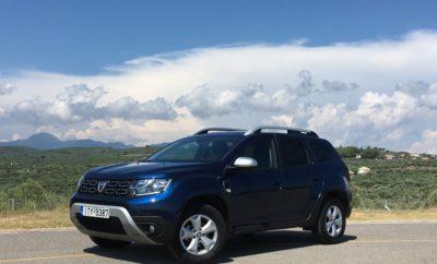 Το πιο επιτυχημένο μοντέλο της Dacia πέρασε στη δεύτερη γενιά του. Πλήρως ανανεωμένο, με νέο σχεδιασμό και επανασχεδιασμένο εσωτερικό, συνεχίζει να αποτελεί το μέτρο σύγκρισης όσον αφορά την αντοχή, προσφέροντας πρακτικότητα, εργονομία και αναβαθμισμένη απτή ποιότητα. Ξεχωρίζει από μακριά. Είσαι βέβαιος πως είναι Duster, αλλά αναμφισβήτητη είναι και η καλοδεχούμενη σχεδιαστική φρεσκάδα. Η μεγαλύτερη μάσκα, ο πιο «μάτσο» προφυλακτήρας, τα νεύρα στο καπό και οι προβολείς με φώτα LED που είναι τραβηγμένοι προς τις άκρες, κάνουν το εμπρός μέρος να δείχνει φαρδύτερο και πιο μοντέρνο από πριν. Εφοδιασμένο με μια σειρά προηγμένων νέων συστημάτων υποβοήθησης οδήγησης, το νέο Duster συνεχίζει να είναι ικανό στις εκτός δρόμου διαδρομές και παράλληλα άνετο, ασφαλές και πρακτικό στην καθημερινή χρήση. Είναι ένα αυθεντικό Crossover σε επίπεδο ευκολίας χρήσης και ένα αυθεντικό SUV όσον αφορά τις δυνατότητές του να κινηθεί με εξαιρετική αποτελεσματικότητα σε όλα τα εδάφη.