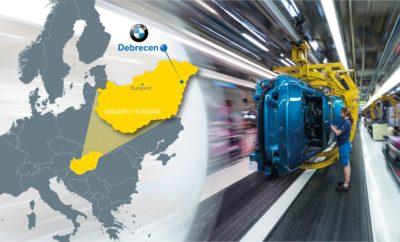 Το BMW Group συνεχίζει την επέκταση του δικτύου παραγωγής του στην Ευρώπη με την ανέγερση ενός νέου εργοστασίου στην Ουγγαρία, κοντά στην πόλη Debrecen. Θα είναι προϊόν μιας επένδυσης ύψους περίπου 1 δις Ευρώ, θα παρέχει δυναμικότητα περίπου 150.000 μονάδων το χρόνο και θα δημιουργήσει πάνω από 1.000 νέες θέσεις εργασίας. «Η απόφαση του BMW Group για τη δημιουργία του νέου εργοστασίου επιβεβαιώνει εκ νέου τις προοπτικές μας για παγκόσμια ανάπτυξη. Μετά από σημαντικές επενδύσεις σε Κίνα, Μεξικό και ΗΠΑ, ενισχύουμε τώρα τις δραστηριότητές μας στην Ευρώπη για να διατηρήσουμε μία παγκόσμια ισορροπία παραγωγής μεταξύ Ασίας, Αμερικής και Ευρώπης», δήλωσε ο Harald Krüger, Πρόεδρος Δ.Σ. της BMW AG. «Η Ευρώπη έχει τη μερίδα του λέοντος στο δίκτυο παραγωγής του BMW Group. Μόνο το 2018, επενδύουμε πάνω από 1 δις Ευρώ στα Γερμανικά εργοστάσιά μας για να τα αναβαθμίσουμε και να τα προετοιμάσουμε εν όψει της ηλεκτροκίνησης». Ο Oliver Zipse, Μέλος Δ.Σ. της BMW AG, στον τομέα Παραγωγής, πρόσθεσε: «Στο μέλλον, όλα τα εργοστάσια του BMW Group στην Ευρώπη θα είναι εξοπλισμένα για να παράγουν ηλεκτρικά / plug-in υβριδικά καθώς και συμβατικά οχήματα. Η νέα Μονάδα μας στην Ουγγαρία θα μπορεί να κατασκευάζει μοντέλα BMW με κινητήρα καύσης και ηλεκτρικά / plug-in υβριδικά σε μία γραμμή παραγωγής. Αυτό θα αυξήσει τη δυναμικότητα του παγκοσμίου δικτύου παραγωγής μας. Με την έναρξη λειτουργίας του, το εργοστάσιο θα θέσει νέα πρότυπα ευελιξίας, ψηφιοποίησης και παραγωγικότητας». Η Ευρώπη είναι η σημαντικότερη αγορά του BMW Group. Το 2017, το μερίδιό της επί του συνόλου των πωλήσεων ήταν σχεδόν 45% με 1,1 εκατομμύρια οχήματα. Μέχρι τα τέλη Ιουνίου του 2018, το BMW Group σημείωσε άνοδο σε πολλές Ευρωπαϊκές αγορές, με τις συνολικές παραδόσεις οχημάτων να ξεπερνούν τις 560.000 μονάδες – ετήσια αύξηση 1,2%. Η πρόσφατη απόφαση για την επέκταση του δικτύου παραγωγής ακολουθεί τη στρατηγική αρχή για ισορροπημένη ανάπτυξη παγκοσμίως και αντιπροσωπεύει το επόμενο λογικό βήμα στην υλοποίηση της Στρατηγικ