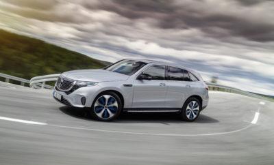 Στο Μουσείο Artipelag της Στοκχόλμης, το βράδυ της 4ης Σεπτεμβρίου, η Mercedes-Benz γιόρτασε την Παγκόσμια Πρεμιέρα της νέας, αμιγώς ηλεκτρικής EQC (μεικτή κατανάλωση: 22.2 kWh/100 km - μεικτές εκπομπές CO2: 0 g/km, προκαταρκτικά στοιχεία) . Την παρουσίαση του πρώτου μοντέλου Mercedes-Benz της μάρκας EQ έκανε ο Πρόεδρος του Ομίλου Daimler και Διευθύνων Σύμβουλος των Mercedes-Benz Cars, Dieter Zetsche, σε περίπου 600 καλεσμένους απ' όλον τον κόσμο δηλώνοντας χαρακτηριστικά: «Η EQC είναι ένα ηλεκτρικό αυτοκίνητο 100% Mercedes. Συνδυάζει μοναδικά σε ένα πολύ ξεχωριστό σύνολο τον σχεδιασμό, την άνεση, την ποιότητα, τη λειτουργικότητα και τις υπηρεσίες μιας Mercedes προσφέροντας ταυτόχρονα τη δυνατότητα καθημερινής ηλεκτροκίνησης». Ήταν το 2016, στο Σαλόνι Αυτοκινήτου του Παρισιού, όταν η Mercedes-Benz παρουσίασε τη νέα μάρκα προϊόντων και τεχνολογίας EQ. Τρία χρόνια μετά, στα μέσα του 2019, η EQC, το πρώτο αμιγώς ηλεκτροκίνητο μοντέλο της νέας μάρκας EQ θα κάνει την εμφάνισή του στους δρόμους του κόσμου. Η EQC, ως το πρώτο μέλος της οικογένειας EQ, διαθέτει όλες εκείνες τις σχεδιαστικές και χρωματικές λεπτομέρειες που χαρακτηρίζουν τη μάρκα. Τόσο στο εσωτερικό όσο και στο εξωτερικό της, με τον απλό, ξεκάθαρο σχεδιασμό και τον χαρακτηριστικό συνδυασμό χρωμάτων, η EQC έχει μία πρωτοποριακή avant-garde ηλεκτρική εμφάνιση, ενώ ταυτόχρονα αντιπροσωπεύει τη σχεδιαστική φιλοσοφία που η Mercedes-Benz ονομάζει «Progressive Luxury - Προοδευτική Πολυτέλεια». Η τελευταία προκύπτει από το συνδυασμό μιας άγνωστης, μέχρι σήμερα, ομορφιάς – αυτής που έπεται της μίξης των ψηφιακών με τα αναλογικά στοιχεία, καθώς και της αρμονικής συγχώνευσης του φουτουριστικού με τον λιτό σχεδιασμό. Όσον αφορά στην ποιότητα, στην ασφάλεια και στην άνεση, η EQC στο σύνολο των χαρακτηριστικών της είναι μια γνήσια Mercedes-Benz στην κατηγορία των ηλεκτρικών οχημάτων. Οι μυώδεις αναλογίες της την κατατάσσουν στα Crossover SUV. Η πλαϊνή της όμως σχεδίαση με την εκτεταμένη γραμμή της οροφής, τη διάταξη του πα