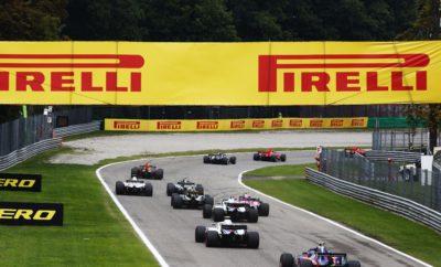 """Ο οδηγός της Mercedes Lewis Hamilton κέρδισε το Ιταλικό Grand Prix εκκινώντας από την 3η θέση. Ακολούθησε στρατηγική μιας αλλαγής και έκανε καλή διαχείριση των ελαστικών του. Ο Hamilton εκκίνησε με την πολύ μαλακή γόμα - αυτή που το Σάββατο χρησιμοποιήθηκε για την επίτευξη του ταχύτερου γύρου στην ιστορία της Formula 1, ο οποίος ανήκει πια στον οδηγό της Ferrari, Kimi Raikkonen – προτού βάλει την μαλακή γόμα στον 28ο γύρο. Ο Hamilton είχε επαφή με τη Ferrari του Vettel, μισό λεπτό μετά την εκκίνηση. Βρέθηκε δεύτερος στον πρώτο γύρο πίσω από τον Raikkonen και κατάφερε να παρατείνει το πρώτο μέρος αγώνα, αφότου ο αντίπαλός του μπήκε στον 20στο γύρο στα πιτ και έβαλε την μαλακή γόμα. Μολονότι όταν έκανε τη δική του αλλαγή βρέθηκε πάλι πίσω από τον Raikkonen, μπόρεσε ν' αξιοποιήσει τα πιο φρέσκα ελαστικά για να μειώσει τη διαφορά. Στη συνέχεια τα διαχειρίστηκε καλά, προτού πραγματοποιήσει λίγο πριν το τέλος ένα προσπέρασμα για να πάρει τη νίκη. Ο οδηγός της Ferrari αντιμετώπισε τοπική υπερθέρμανση που οδήγησε σε μερική αποκόλληση (blistering) σ' ένα από τα καλά μεταχειρισμένα ελαστικά του. Ο Vettel, που βρέθηκε στην τελευταία θέση μετά τον 1ο γύρο λόγω της επαφής με το Hamilton, κατάφερε να ανακάμψει μέχρι την 4η θέση στο φινάλε, χάρη σε μια στρατηγική δυο αλλαγών: Πολύ μαλακή/μαλακή/πολύ μαλακή γόμα. Μετά τη βροχή την Παρασκευή και το Σάββατο, ο αγώνας ήταν ζεστός και στεγνός αυτό αποτέλεσε μια ακόμη άγνωστη παράμετρο στη στρατηγική καθώς μέχρι τότε οι δοκιμές σε στεγνό ήταν περιορισμένες. MARIO ISOLA - ΕΠΙΚΕΦΑΛΗΣ ΑΓΩΝΩΝ ΑΥΤΟΚΙΝΗΤΟΥ """"Οι σημερινές συνθήκες ήταν εντελώς αντίθετες με ότι είχαμε μέχρι τον αγώνα. Αυτό πρόσθεσε μια ακόμη πρόκληση για τις ομάδες καθότι όλο το Σαββατοκύριακο δεν είχαν δοκιμάσει σε παρόμοιες συνθήκες. Ως αποτέλεσμα έπρεπε να έχουν μια ευέλικτη προσέγγιση στη στρατηγική τους, καθώς δεν είχαν σίγουρα δεδομένα. Αποδείχτηκε όμως πως τα ελαστικά ήταν ικανά για στρατηγική μιας αλλαγής εφόσον τύγχαναν σωστής διαχείρισης, παρά τις έντονες απαιτήσεις τη"""