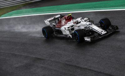 """Ένα ιστορικό Σαββατοκύριακο έφτασε στο τέλος του μαζί με το 2018 FIA Formula 1 Ιταλικό Grand Prix. H Alfa Romeo Sauber F1 Team αποκόμισε την εμπειρία ενός εντός έδρας αγώνα. Αμφότεροι οι οδηγοί της Alfa Romeo Sauber F1 Team βρήκαν τον δρόμο τους μέσα από έντονο συναγωνισμό σ' ένα Σαββατοκύριακο γεμάτο προκλήσεις, για να τερματίσουν στην 12η και 16η θέση αντίστοιχα. Ο Charles εκκίνησε από την 15η θέση και κατάφερε ν' ανέβει στην κατάταξη μέχρι τη στιγμή που ο αγώνας του οριοθετήθηκε καθώς είχε επαφή μ' ένα άλλο μονοθέσιο. Το μονοθέσιο του υπέστη ζημιές ενώ ταυτόχρονα έπρεπε να προσπαθήσει για την ανάκτηση των θέσεων που έχασε. Η ομάδα σ' αυτό το σημείο τροποποίησε την στρατηγική του Charles, αυτό απέδωσε καλά. Ο Μονεγάσκος οδηγός κέρδισε μερικές θέσεις και τελικά τερμάτισε τον αγώνα στην 12η θέση. Ο Marcus Ericsson εκκίνησε τον αγώνα από την 18η θέση καθώς είχε λίγο χρόνο στην πίστα το Σαββατοκύριακο ενώ ταυτόχρονα χρειάστηκε και νέο θερμικό κινητήρα (ΙCE) μετά το ατύχημά του την Παρασκευή. Έδωσε μάχες για να κερδίσει έδαφος μετά από μια καλή εκκίνηση. Τον χτύπησε ένα άλλο μονοθέσιο στον πρώτο γύρο με αποτέλεσμα να έχει κλατάρισμα στο πίσω αριστερά ελαστικό. Αυτό τον υποχρέωσε σε πρόωρη είσοδο στα πιτ. Από εκείνη τη στιγμή προσπάθησε να κερδίσει θέσεις. Τελικά ο Σουηδός κατόρθωσε να τερματίσει τον αγώνα στην 16η θέση. Αυτό το Σαββατοκύριακο έμεινε στην ιστορία καθώς η εμβληματική μάρκα της Alfa Romeo επέστρεψε στη Μόντσα για αγώνα F1. Σ' αυτή την πίστα ο πρώτος πρωταθλητής το 1950, ο Nino Farina είχε κερδίσει τον τελευταίο αγώνα του πρωταθλήματος με την GP Tipo 158 """"Alfetta"""". H Alfa Romeo Sauber F1 Team βρίσκεται στην 9η θέση του πρωταθλήματος Κατασκευαστών. Ο Charles Leclerc είναι στην 15η θέση του πρωταθλήματος οδηγών και ο Marcus Ericsson στην 17η θέση. Marcus Ericsson (μονοθέσιο Νο 9): C37 (Chassis 03/Ferrari) Αποτέλεσμα: 16ος. Εκκίνησε με τη μαλακή γόμα μετά από ένα γύρο έβαλε τη πολύ μαλακή γόμα και μετά από άλλους 42 γύρους έβαλε ένα νέο σετ πολύ μαλακής γόμας"""