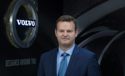 Νέος Πρόεδρος και Διευθύνων Σύμβουλος στη Volvo Car Hellas Η Volvo Car Hellas ανακοινώνει ότι ο κ. Νίκος Γιαννουσάς αναλαμβάνει άμεσα καθήκοντα Προέδρου και Διευθύνοντος Συμβούλου της εταιρείας. Ο κ. Γιαννουσάς διαθέτει πολυετή επαγγελματική εμπειρία στο χώρο του αυτοκινήτου, με θητεία σε σημαντικές θέσεις ευθύνης τόσο στην Ελλάδα όσο και στο εξωτερικό, σε διάφορες μάρκες του κλάδου. Στη διάρκεια της 25ετούς επαγγελματικής του πορείας, ήρθε σε επαφή με διαφορετικές αγορές και νοοτροπίες. Στο ενεργητικό του περιλαμβάνεται η ανάπτυξη αγορών και η αναδιάρθρωση επιχειρήσεων, τις οποίες μετέτρεψε σε κερδοφόρες. Μεταξύ άλλων, ο κ. Γιαννουσάς έχει διατελέσει Γενικός Διευθυντής εισαγωγικών εταιρειών και μονάδων συναρμολόγησης οχημάτων, καθώς και Διευθυντής Επιχειρηματικής Ανάπτυξης και Ανάπτυξης Δικτύου σε μεγάλες εταιρείες του κλάδου σε Ελλάδα, Ευρώπη και Αφρική. Ο κ. Νίκος Γιαννουσάς είναι 49 ετών, κάτοχος M.B.A. και παντρεμένος με δύο παιδιά.