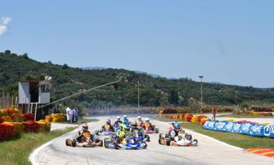 Στην Καλαμάτα ο τρίτος αγώνας του IAME Series Greece 2018 Επιστροφή στη δράση για το IAME Series Greece, με τη διεξαγωγή του Μεγάλου Τελικού! Μετά τις μάχες στα Μέγαρα και την Πάτρα, οι αγωνιζόμενοι καλούνται να «κατακτήσουν» την πίστα karting «San Nicolas» στην Καλαμάτα. Εκεί, στον τελευταίο αγώνα της παρθενικής σεζόν διεξαγωγής του θεσμού, θα κριθούν όχι μόνο οι Πρωταθλητές της Χρονιάς αλλά και τα 11 πολυπόθητα εισιτήρια για τους Παγκόσμιους Τελικούς της IAME που θα διεξαχθούν στη Γαλλία. Ο αγώνας της Καλαμάτας διοργανώνεται από το αθλητικό σωματείο «Artemis Auto Club», η διαδικασία δήλωσης συμμετοχής έχει ήδη ανοίξει και οι ενδιαφερόμενοι καλούνται να ακολουθήσουν τη γνωστή διαδικασία στο σύστημα διαδικτυακής διαχείρισης αγώνων της ΟΜΑΕ (https://www.e-omae-epa.gr). Η προθεσμία για τις δηλώσεις συμμετοχής ολοκληρώνεται την προσεχή Δευτέρα 10/9/2018. Στα επισυναπτόμενα αρχεία, μπορείτε να βρείτε την αφίσα του αγώνα, το αναλυτικό πρόγραμμα της πρεμιέρας, καθώς και τον συμπληρωματικό κανονισμό.