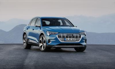 το νέο Audi e-tron • Παγκόσμια πρεμιέρα του πρώτου πλήρως ηλεκτρικού μοντέλου παραγωγής της Audi • Εντυπωσιακή ισχύς και μεγάλη αυτονομία εξασφαλίζουν υψηλά επίπεδα καθημερινής χρηστικότητας • Ηλεκτρική τετρακίνηση – η νέα γενιά quattro για το μέλλον της αυτοκίνησης • Προαιρετικοί εικονικοί εξωτερικοί καθρέφτες για πρώτη φορά σε μοντέλο παραγωγής Η Audi αποκάλυψε στο Σαν Φρανσίσκο το e-tron, το πρώτο της πλήρως ηλεκτρικό μοντέλο παραγωγής. To μεγάλο, κατάλληλο για καθημερινή χρήση σπορ SUV, «ηλεκτρίζει», είτε είναι ακίνητο είτε κινείται. Το φουτουριστικό του design, η ιδιαίτερη, ηλεκτρική πίσω πόρτα και η Singleframe μάσκα σε ανοιχτό γκρι χρώμα, επικοινωνούν και οπτικά μία κορυφαία τεχνολογία που προϊδεάζει για μια μοναδική οδηγική εμπειρία. Το ηλεκτρικό SUV κινείται από δύο ισχυρούς ηλεκτροκινητήρες, οι οποίοι αυτοί καθαυτοί δεν εκπέμπουν CO2 και είναι αθόρυβοι. Μια νέα γενιά quattro, αυτή της ηλεκτρικής τετρακίνησης, εγγυάται εξαιρετική πρόσφυση και εντυπωσιακά δυναμικά χαρακτηριστικά. Ταυτόχρονα εξασφαλίζει πως μέσα σε κλάσματα του δευτερολέπτου θα επιτυγχάνεται η ιδανική κατανομή της διαθέσιμης ροπής ανάμεσα στους δύο άξονες. Καθοριστικός παράγοντας για το σπορ χαρακτήρα και τα εξαιρετικά δυναμικά χαρακτηριστικά του e-tron είναι η τοποθέτηση των μπαταριών χαμηλά και στο κέντρο του αυτοκινήτου. Ταυτόχρονα, οι μπαταρίες εξασφαλίζουν στο ηλεκτρικό SUV μια αυτονομία που το καθιστά απόλυτα κατάλληλο για την κάλυψη μεγάλων αποστάσεων. Σημαντικό είναι πως σε περισσότερες από το 90% όλων των επιβραδύνσεων το e-tron ανακτά ενέργεια αποκλειστικά μέσω των ηλεκτροκινητήρων του, ενώ φτάνει το μέγιστο βαθμό ανάκτησης ενέργειας σε συνδυασμό με το ενσωματωμένο ηλεκτροϋδραυλικό σύστημα πέδησής του. Η Audi είναι η πρώτη που χρησιμοποιεί ένα τέτοιο σύστημα σε ηλεκτρικό μοντέλο παραγωγής. Στην αποτελεσματικότητα του συστήματος πρόωσης συμβάλλει και η έξυπνη αεροδυναμική σχεδίαση. Κορυφαία έκφραση της είναι οι προαιρετικοί, εικονικοί εξωτερικοί καθρέφτες -άλλη μια παγκόσμια πρώτη γι