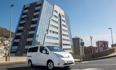 με μηδενικούς ρύπους, πραγματικότητα στην Ευρώπη. Η αυξανόμενη ζήτηση επαγγελματικών οχημάτων με μηδενικές εκπομπές ρύπων σε όλη την Ευρώπη, έδωσε μια πανίσχυρη ώθηση στις πωλήσεις του Nissan e-NV200, στην Γηραιά Ήπειρο. Η μεγάλη ζήτηση, ιδιαίτερα στις αστικές διανομές και τις υπηρεσίες μίσθωσης οχημάτων, σε όλη την Ευρώπη, οδήγησε σε 7000 νέες παραγγελίες του e-NV200 των 40 kWh, από τον Ιανουάριο του 2018. Πρόκειται για αύξηση κατά 128%, σε σύγκριση με την ίδια περίοδο το 2017. Μεταξύ των πρόσφατων παραγγελιών, περιλαμβάνονται τρεις εταιρείες ταξί στην Ολλανδία που έχουν παραγγείλει συνολικά 50 νέα Nissan e-NV200 Evalia, που κυκλοφορούν στην ευρύτερη περιοχή του Ρότερνταμ. Σε ολόκληρη την Ευρώπη, οι επιχειρήσεις λειτουργούν με βάση αυστηρότερους κανονισμούς σχετικά με τις εκπομπές ρύπων και τους περιορισμούς χρήσης των οχημάτων. Για αυτούς αλλά και πολλούς ακόμα λόγους, το e-NV200 έχει αποδειχθεί ότι είναι μια ευέλικτη και ικανή λύση για μεταφορές μηδενικών εκπομπών ρύπων. Λαμβάνοντας υπόψη τόσο τις εκδόσεις του βαν όσο και του επιβατικού (Evalia), το e-NV200 ήταν το πιο δημοφιλές αμιγώς ηλεκτροκίνητο μοντέλο της Ευρώπης το 2016 και το 2017. Το e-NV200 συνδυάζει τα καλύτερα χαρακτηριστικά του πολυβραβευμένου φορτηγού NV200 της Nissan και του Nissan LEAF, του παγκοσμίως κορυφαίου αμιγώς ηλεκτροκίνητου οχήματος. Το e-NV200 εφοδιάζεται με έναν ηλεκτροκινητήρα, διαθέτει έξυπνες ενσωματωμένες τεχνολογίες και πολλαπλές δυνατότητες διαμόρφωσης της καμπίνας, γεγονός που του επιτρέπει να προσαρμοστεί σε κάθε είδους επαγγελματική ανάγκη. Σύμφωνα με τη νέα Παγκοσμίως Εναρμονισμένη Διαδικασία Δοκιμής Ελαφρών Οχημάτων, (WLTP), η αναβαθμισμένη μπαταρία 40kWh του Nissan e-NV200, προσφέρει 200 χιλιόμετρα εμβέλειας σε Συνδυασμένο Κύκλο και έως 301 χλμ. σε Αστικό Κύκλο. Αυτό αντιπροσωπεύει μια αύξηση της εμβέλειας του οχήματος κατά 60%, με μία μόνο φόρτιση, σε σχέση με την προηγούμενη γενιά του μοντέλου. Ο εξελιγμένος σχεδιασμός της αναβαθμισμένης μπαταρίας σημαίνει ότι το μοντέλο έ