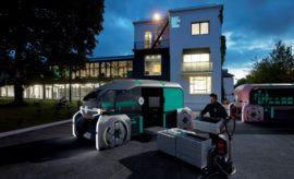Ένα ρομποτικό όχημα για τις αστικές διανομές • Το Groupe Renault παρουσιάζει το EZ-PRO, κάνοντας πραγματικότητα το όραμά της για ένα όχημα διανομής «last mile» μέσα από ένα αυτόνομο concept car που βασίζεται σε κοινόχρηστες ρομποτικές πλατφόρμες. • Το ΕΖ-PRO τοποθετεί τον άνθρωπο στη θέση του χειριστή για τις ειδικές διανομές και τη διαχείριση του αυτοκινούμενου ρομποτικού στόλου. • Έχοντας ιδιαίτερα ευέλικτες ρομποτικές πλατφόρμες που καθιστούν πολύ εύκολη την φόρτωσή τους, το EΖ-PRO είναι μία λύση σχεδιασμένη για εταιρείες διανομής, logistics, για τους εμπόρους και τους καταναλωτές. • Χάρη στο EΖ-PRO οι καταναλωτές μπορούν να επιλέξουν ακριβώς το πού, πότε και πώς θα παραλαμβάνουν τα προϊόντα που έχουν παραγγείλει. • Παράλληλα, το EZ-PRO συμβάλλει αποτελεσματικά στη διαμόρφωση των έξυπνων πόλεων του μέλλοντος, μειώνοντας την κίνηση στους δρόμους και την μόλυνση της ατμόσφαιρας. To Groupe Renault παρουσιάζει στην Έκθεση Αυτοκινήτου του Ανόβερο, στη Γερμανία, σε παγκόσμια πρώτη, το Renault EZ-PRO, ένα αυτόνομο, ηλεκτρικό, διασυνδεδεμένο, ρομποτικό concept car, που είναι σχεδιασμένο για να διαμορφώσει το μέλλον των διανομών «last mile» για κάθε είδους επαγγελματία. Οι υπηρεσίες «last mile» αποτελούν μία από τις μεγαλύτερες ευκαιρίες ανάπτυξης του κλάδου των επαγγελματικών μεταφορών, καθώς το ηλεκτρονικό εμπόριο (e-commerce) εξελίσσεται ραγδαία, οι έμποροι επιδιώκουν να περιορίσουν τα κόστη διανομής και οι πόλεις εξακολουθούν να αναζητούν νέους τρόπους για τη διαχείριση της αυξανόμενης κίνησης στους δρόμους. Ως κατασκευαστής ελαφρών επαγγελματικών οχημάτων (LCVs) για σχεδόν 120 χρόνια και ως ηγέτης στην ευρωπαϊκή αγορά των ηλεκτρικών LCVs, η Renault βρίσκεται στην προνομιακή θέση να διαμορφώνει και να εξελίσσει τόσο τις υπηρεσίες διανομής όσο και τους τρόπους με τους οποίους μετακινούνται τα αγαθά. «To Renault EZ-PRO αναδεικνύει το όραμά μας για τη διανομή last-mile που είναι άρρηκτα συνδεδεμένη με το οικοσύστημα των έξυπνων πόλεων του μέλλοντος και τις ανάγκες του επ