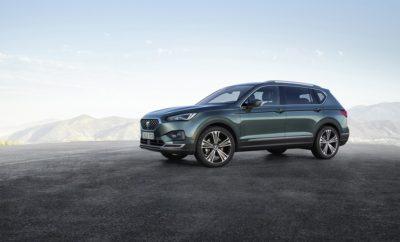 To νέο SEAT Tarraco / To Tarraco, το τρίτο SUV της SEAT, αντιπροσωπεύει την είσοδο της εταιρείας στην κατηγορία των μεγάλων SUV / Προσφέρει μεγαλύτερη ευελιξία, με επιλογή 5 και 7 θέσεων / Το πρώτο μοντέλο που φανερώνει τη νέα σχεδιαστική γραμμή της SEAT για τα επόμενα χρόνια / Θα λανσαριστεί στην Ελληνική αγορά στις αρχές του 2019 Το SEAT Tarraco είναι εδώ. Το όνομα του προέρχεται από την αρχαία ονομασία της Μεσογειακής πόλης Tarragona, ένα ιστορικό και πολιτιστικό κέντρο με εκπληκτική αρχιτεκτονική. Το Tarraco είναι το πρώτο όνομα μοντέλου SEAT που επιλέχθηκε μέσω δημόσιας ψηφοφορίας από περισσότερους από 140.000 φίλους της μάρκας που συμμετείχαν στο τελικό στάδιο της πρωτοβουλίας #SEATseekingName. Το νέο μοντέλο, που σχεδιάστηκε στο εργοστάσιο του Martorell (Βαρκελώνη) και κατασκευάζεται στο Wolfsburg (Γερμανία), σηματοδοτεί την τρίτη φάση της επιθετικής προϊοντικής πολιτικής της εταιρείας στην κατηγορία των SUV και αποκαλύπτει μία γεύση της σχεδίασης των μελλοντικών μοντέλων SEAT. Το Tarraco θα προσελκύσει νέους πελάτες, θα ενισχύσει την εικόνα της μάρκας και θα συνεισφέρει στα κέρδη καθώς πρόκειται για ένα μοντέλο υψηλής αξίας με μεγάλα περιθώρια κέρδους. Το νέο Tarraco θα αποτελέσει την ναυαρχίδα της Ισπανικής Μάρκας. Το νέο Tarraco βρίσκεται στην κορυφή της οικογένειας SUV της SEAT, ως ο μεγαλύτερος αδελφός των Ateca και Arona και συνδυάζει τεχνολογία αιχμής, δυναμικό και ευέλικτο χειρισμό, πρακτικότητα και λειτουργικότητα με κομψή σχεδίαση. Το Tarraco συνδυάζει τα πολλά πλεονεκτήματα των μεγάλων διαστάσεων του, προσφέροντας ένα όχημα που μπορεί να ανταποκριθεί στις ανάγκες της σύγχρονης ζωής. Το νέο μεγάλο SUV είναι ένα μείγμα των βασικών χαρακτηριστικών κάθε μοντέλου SEAT: σχεδίαση και λειτουργικότητα, αποδοτικότητα και άνεση, προσβασιμότητα και ποιότητα, τεχνολογία και συναίσθημα, αλλά με τέτοιο τρόπο που να ταιριάζει σε μία ευρύτερη ποικιλία lifestyles. Το νέο Tarraco έχει σχεδιαστεί για οδηγούς και οικογένειες που χρειάζονται τη λειτουργικότητα των 5 ή 7