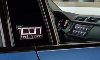 Μία hi-tech Fabia με μόλις 10.780 € • Νέα SKODA Fabia i-con με κινητήρα 1.0 MPI 75 ίππων και με hi-tech σύστημα πολυμέσων • Με υψηλής ανάλυσης έγχρωμη οθόνη αφής 8'' που δίνει πρόσβαση σε σύστημα πλοήγησης, κάμερα οπισθοπορείας, Bluetooth, σύνδεση του κινητού με λειτουργία Mirror Link κλπ. • Με πολύ πλούσιο επίπεδο εξοπλισμού • Με 10.780 € ή 119 €/μήνα με το SKODA Clever Plan Η SKODA Fabia, ένα από τα πλέον καταξιωμένα μοντέλα της ελληνικής αγοράς, πλέον διαθέτει στη γκάμα της μία νέα έκδοση. Πρόκειται για τη Fabia i-con, με τον κινητήρα 1.0 MPI 75PS, η οποία διαφοροποιείται από τις υπόλοιπες εκδόσεις κυρίως λόγω του hi-tech χαρακτήρα της. Το κύριο στοιχείο εξοπλισμού που κάνει την έκδοση αυτή ξεχωριστή είναι ένα ιδιαίτερα εντυπωσιακό, τελευταίας τεχνολογίας σύστημα infotainment που αναβαθμίζει πλήρως το εσωτερικό του μοντέλου, με την άνεση και τις ευκολίες που προσφέρει. Το συγκεκριμένο Multimedia σύστημα διαθέτει έγχρωμη οθόνη αφής υψηλής ανάλυσης, τεχνολογίας LCD, μεγέθους 8 ιντσών. Μέσω της οθόνης, οδηγός και συνοδηγός μπορούν να χειριστούν πληθώρα λειτουργιών όπως: • Σύστημα πλοήγησης με χάρτη Ελλάδας και ελληνικό menu με δυνατότητα μελλοντικής αναβάθμισης • Κάμερα οπισθοπορείας • Δυνατότητα σύνδεσης Mirror Link και Hot Spot με smartphone iOS και Android • Δυνατότητα download εφαρμογών από το Google Play store • Πρόσβαση και έλεγχο διαφόρων παραμέτρων του αυτοκινήτου • Υποστήριξη όλων των γνωστών τύπων video και audio αρχείων όπως mpeg4, jpg, H264, avi, mp4 με πρόσβαση από θύρα USB ή SD κάρτα • Ενσωματωμένο Bluetooth v4.0 Σε πιο τεχνικό επίπεδο, η LCD οθόνη έχει ανάλυση 1024x600 (HD), με καρδιά του συστήματος Multimedia έναν τετραπύρηνο 64μπιτο επεξεργαστή της INTEL. Το σύστημα διαθέτει άφθονη μνήμη 2GB και εσωτερικό σκληρό δίσκο χωρητικότητας 16GB. Επικοινωνεί με εξωτερικές μονάδες είτε με θύρα USB 2.0 είτε με κάρτα SD ενώ από τη θύρα USB μπορεί να «διαβάσει» σκληρό δίσκο χωτητικότητας έως 1ΤΒ! Σε επίπεδο εξοπλισμού, η Fabia i-con, ενδεικτικά, εκτός άλλων διαθ