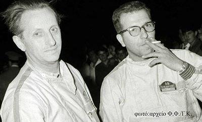 Η οικογένεια του ελληνικού μηχανοκίνητου αθλητισμού αποχαιρέτησε σήμερα ένα από τα σημαντικότερα μέλη της Ιστορίας της, τον Δημήτρη (Μίμη) Γεωργίτση, γνωστό με το ψευδώνυμο «ΘΩΡ», ο οποίος απεβίωσε σε ηλικία 86 ετών την Τετάρτη 19 Σεπτεμβρίου 2018. Ο Μίμης Γεωργίτσης συμμετείχε στους ελληνικούς αγώνες από τα τέλη της δεκαετίας του 1950 ως συνοδηγός - αν δεν ήταν λίγες οι φορές που είχε βρεθεί και ο ίδιος πίσω από το βολάν. Είχε ανέκαθεν πρωταγωνιστικό ρόλο, ως πλοηγός του Τζώνυ Πεσμαζόγλου, του Σταύρου Ζαλμά, του Γιάννη «Λαίλαπα» Ψύχα, και άλλων. Αργότερα, επί σειρά ετών υπήρξε σημαίνων στέλεχος της ΕΛΠΑ και της Εθνικής Επιτροπής Αγώνων (ΕΘΕΑ), συμβάλλοντας με την βαθυτατη εμπειρία και την ευγενή παρουσία του στην ανάπτυξη του ελληνικού μηχανοκίνητου αθλητισμού. Η κηδεία του, με την παρουσία πλήθους κόσμου, τελέστηκε σήμερα (20/9) από το Κοιμητήριο Χαλανδρίου. Φωτογραφία: Ο Μίμης Γεωργίτσης (δεξιά) με τον Τζώνυ Πεσμαζόγλου στον τερματισμό του Ράλλυ Ακρόπολις 1967 (Αρχείο Φ.Φλώρου / Γ. Κακολύρη)