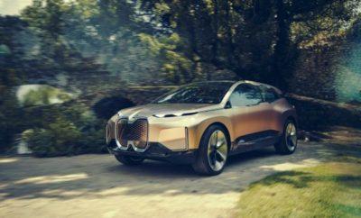 """Το iNEXT επιχειρεί να απαντήσει στο μεγάλο ερώτημα που βρίσκεται στο επίκεντρο των καθημερινών δραστηριοτήτων του BMW Group: «Πώς θα μετακινούμαστε στο μέλλον;» Το iNEXT βασίζεται αποκλειστικά στην ιδέα που γεννήθηκε για πρώτη φορά το 2007 με το """"project i"""" και έλαβε σάρκα και οστά με το BMW i3 το 2013. Το BMW Group έχει ήδη πετύχει πολλά σε αυτό τον τομέα: διαθέτει τώρα εμπειρία άνω των δέκα χρόνων στο χώρο της ηλεκτροκίνησης σε παραγωγή μικρής και μεγάλης κλίμακας, τα μοντέλα BMW i βελτιώνονται συνεχώς και η τεχνολογία τους εφαρμόζεται στο σταδιακό εξηλεκτρισμό μοντέλων BMW και MINI. Το επόμενο βήμα τώρα είναι η πλήρης ενσωμάτωση των στρατηγικών καινοτομιών Autonomy + Connectivity + Electric + Services (Αυτονομία + Συνδεσιμότητα + Ηλεκτροκίνηση + Υπηρεσίες). Η Σχεδίαση, από την άλλη, αποτυπώνει οπτικά τις καινοτομίες και απαντά στο ερώτημα για το ποια μορφή θα έχει η εμπειρία της οδηγικής απόλαυσης στο μέλλον. Το αυτοκίνητο που γνωρίζουμε σήμερα ως BMW iNEXT θα έρθει στην αγορά το 2021. Το BMW Vision iNEXT . «Το BMW Vision iNEXT αντιπροσωπεύει μία νέα εποχή γνήσιας οδηγικής απόλαυσης», δήλωσε ο Harald Krüger, Πρόεδρος Δ.Σ. της BMW AG. «Υπογραμμίζει τον πρωταγωνιστικό ρόλο που παίζει η Γερμανία στο μέλλον της μετακίνησης». Εξαιρετικά αυτοματοποιημένο, χωρίς ρύπους και πλήρως συνδεδεμένο, συγκεντρώνει τις στρατηγικές καινοτομίες σε ένα Vision Vehicle για πρώτη φορά και απαντά απροκάλυπτα στο ερώτημα: «Τι μορφή θα έχει ένα αυτοκίνητο όταν δεν θα χρειάζεται πλέον να οδηγείται από κάποιον, αλλά θα υπάρχει αυτή τη δυνατότητα εάν αυτός το επιθυμεί;» Στο επίκεντρο τέτοιων διαβουλεύσεων βρίσκονται – περισσότερο από ποτέ, οι άνθρωποι με όλα τα συναισθήματα και τις επιθυμίες τους. Η έκδοση παραγωγής του BMW iNEXT θα γίνει η νέα τεχνολογική ναυαρχίδα. Η παραγωγή στο Dingolfing προγραμματίζεται να ξεκινήσει το 2021. Θα φέρει τις στρατηγικές καινοτομίες του BMW Group (""""D+ACES"""") στο δρόμο για πρώτη φορά σε ένα 'πακέτο'. Ένα Vision Vehicle επικεντρωμένο στο μέλλον – το BMW Vision"""