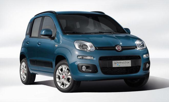 Το Fiat Panda CNG χρησιμοποιώντας για την κίνηση του φυσικό αέριο προσφέρει κορυφαία οικονομία και πρακτικότητα. Τώρα με νέα τιμή 11.990 ευρώ, η οποία θα ισχύει μέχρι το τέλος του έτους, το Panda CNG καθιστά τα οφέλη της κίνησης με φυσικό αέριο πιο προσιτά από ποτέ. Έχοντας διαθέσει περισσότερα από 750.000 οχήματα που χρησιμοποιούν για την κίνηση τους φυσικό αέριο, η Fiat, διαθέτει την πιο ευρεία γκάμα επιβατικών και επαγγελματικών οχημάτων CNG. Το Fiat Panda CNG αποτελεί ιδανική περίπτωση εφαρμογής συστήματος κίνησης με φυσικό αέριο αφού προσφέρει εξαιρετική οικονομία ακόμα και στις δύσκολες αστικές συνθήκες κυκλοφορίας. Παράλληλα εξαιρετικά χαμηλές στο σύνολο τους είναι και οι εκπομπές ρύπων σε σχέση με τα οχήματα (υβριδικά ή μη) που χρησιμοποιούν βενζίνη ή diesel. Το εργοστασιακό σύστημα CNG της Fiat είναι απόλυτα ασφαλές για το όχημα και το περιβάλλον, ενώ διατηρεί και στο ακέραιο τον πρακτικό χαρακτήρα του Panda. Παράλληλα η δυνατότητα επιλογής λειτουργίας με φυσικό αέριο ή βενζίνη χαρίζουν στο Panda συνδυαστική αυτονομία που ξεπερνά τα 1.000χλμ., τη στιγμή που για κάθε 100χλμ. το Panda CNG θα χρειαστεί λιγότερο από 3 ευρώ σε κόστος καυσίμου! Μέχρι σήμερα το μοναδικό μειονέκτημα ενός αυτοκινήτου με φυσικό αέριο ήταν η αυξημένη τιμή αγοράς σε σχέση με ένα συμβατικό όχημα. Η Fiat δίνει λύση και σε αυτό το πρόβλημα, προσφέροντας το Panda CNG μέχρι το τέλος της χρονιάς με 11.990 ευρώ, τιμή αντίστοιχη με εκείνη ενός αμιγώς βενζινοκίνητου μοντέλου. Με αυτό τον τρόπο η χρήση του Panda CNG γίνεται συμφέρουσα από το 1ο χιλιόμετρο χρήσης. Το Panda CNG, όπως και τα υπόλοιπα μοντέλα της Fiat, καλύπτεται από 5ετη εργοστασιακή εγγύηση Τα βασικά πλεονεκτήματα που προσφέρει το Fiat Panda CNG Κορυφαία οικονομία καυσίμου, τόσο λόγο της χαμηλής κατανάλωσης, όσο και της συγκριτικά χαμηλότερης τιμής καυσίμου (κόστος καυσίμου χαμηλότερο από 3ευρώ/100χλμ.). Αυξημένη αυτονομία και ευελιξία μέσω της επιλογής λειτουργίας του κινητήρα με φυσικό αέριο ή βενζίνη. Μεγαλύτερη ενεργειακή απόδ
