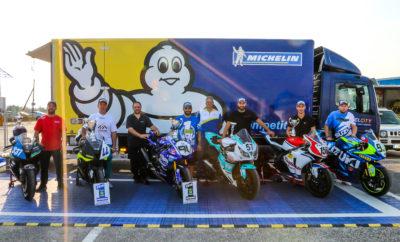 Διπλή επιτυχία για τη Michelin στο Πανελλήνιο Πρωτάθλημα Ταχύτητας Τα ελαστικά MICHELIN κέρδισαν στις κατηγορίες Supersport και Superbike στο φετινό Πανελλήνιο Πρωτάθλημα Ταχύτητας της ΑΜΟΤΟΕ, εξασφαλίζοντας επιδόσεις που κερδίζουν στο Λευτέρη Πίππο και στο Σταύρο Τριντή. Συγκεκριμένα, με τα MICHELIN Power Slic Performance, ο Λευτέρης Πίππος κατέκτησε το πρωτάθλημα στην κατηγορία Superbike, με τη Yamaha R1. Στην τρίτη θέση του βάθρου των Superbikes αναδείχτηκε ο Φώτης Τσαλίκης, επίσης με τα MICHELIN Power Slic Performance στη Honda CBR 1000RR. Επιλέγοντας για πρώτη φορά τα MICHELIN Power Cup Performance, ο Σταύρος Τριντής κατέκτησε το πρώτο του πρωτάθλημα στην κατηγορία Supersport, με τη Honda CBR 600RR. Αξίζει να αναφερθεί ότι πρόκειται για το τρίτο συνεχόμενο Πρωτάθλημα Supersport που κατακτά η Michelin, μετά τις επιτυχίες του Μιχάλη Κουτσουμπού το 2016 και το 2017. «Ήμουν σίγουρος για την απόδοση των ελαστικών μου σε όλη τη διάρκεια του αγώνα. Έτσι, επιτέθηκα στον αντίπαλό μου στον προτελευταίο γύρο του αγώνα, στα φρένα της μεγάλης ευθείας προσπέρασα με επιτυχία, κέρδισα τον αγώνα και κατέκτησα το Πρωτάθλημα», τόνισε ο Λευτέρης Πίππος αφού στέφθηκε Πρωταθλητής. «Για το μεγαλύτερο ποσοστό της φετινής επιτυχίας οφείλω ένα μεγάλο ευχαριστώ στη Michelin. Δεν πίστευα ότι θα έχω το καλύτερο κράτημα για όλη τη διάρκεια του αγώνα», υπογράμμισε ο Σταύρος Τριντής μετά την κατάκτηση του Πρωταθλήματος. «Είμαστε υπερήφανοι με τα αποτελέσματα του φετινού Πρωταθλήματος, καθώς είδαμε τα ελαστικά MICHELIN να αποδίδουν στο έπακρο σε όλες τις πίστες και κάτω από δύσκολες συνθήκες! Το πιο σημαντικό, όμως, είναι ότι εξασφάλισαν κορυφαίες επιδόσεις στους αναβάτες, συνεχώς, μέχρι και τον τελευταίο γύρο. Θερμά συγχαρητήρια στους πιλότους μας, μαζί με τους οποίους κατακτήσαμε τα δύο φετινά Πρωταθλήματα καθώς και πολλές πρώτες θέσεις στο βάθρο και χαρίσαμε μοναδικές στιγμές στο κοινό. Τα ελαστικά MICHELIN, άλλωστε, αξιοποιούν την ειδική τεχνογνωσία που παίρνουν από τις κορυφαίες διοργανώσ