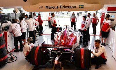 """Με τη σεζόν να οδεύει σιγά σιγά προς το τέλος της η Alfa Romeo Sauber F1 Team κατευθύνεται προς το Μεξικό με ανεβασμένη διάθεση. Η ομάδα έχει σημειώσει αξιοθαύμαστη πρόοδο τους προηγούμενους μήνες και σκοπεύει να συνεχίσει στον ίδιο ρυθμό στους τρεις τελευταίους αγώνες της σεζόν. Ξεκάθαρα, στόχος μας είναι, να προσθέσουμε βαθμούς στη συγκομιδή μας. Μετά από έναν επεισοδιακό αγώνα στο Ώστιν, όπου ο Charles Leclerc υποχρεώθηκε σ' εγκατάλειψη, καθώς το μονοθέσιό του υπέστη ζημιά μετά από σύγκρουση στην εκκίνηση και ο Marcus Ericsson έδωσε μάχη για να ανέλθει από τις πίσω θέσεις, στο μέσο της κατάταξης η ομάδα αισιοδοξεί με βάση την δυναμική που καταγράφηκε. Το απαιτητικό αυτοκινητοδρόμιο Hermanos Rodriquez δεν συνιστά πρόκληση - λόγω υψομέτρου - μόνο για τους οδηγούς, όσον αφορά στην φυσική τους κατάσταση αλλά και για τους μηχανικούς που πρέπει να διαχειριστούν την απόδοση των υβριδικών μηχανών η οποία επηρεάζεται από την έλλειψη οξυγόνου. Ο Antonio Giovinazzi θα οδηγήσει στο FP1 για την Alfa Romeo Sauber F1 Team στην πόλη του Μεξικό, αντικαθιστώντας τον Charles Leclerc. Marcus Ericsson (μονοθέσιο Νο 9): """"Ο αγώνας στο Μεξικό είναι συναρπαστικός. Οι οπαδοί είναι εκπληκτικοί και η παρουσία τους προσθέτει στην μαγεία της πίστας. Η διαδρομή έχει ενδιαφέρον, η αεροδυναμική πίεση είναι μειωμένη λόγω υψομέτρου και αυτό αποτελεί μοναδική πρόκληση. Έχει περάσει καιρός από τότε που πήρα βαθμούς, οπότε αυτός είναι ο στόχος μου και θα δουλέψω σκληρά για να έχω δυνατή απόδοση το Σαββατοκύριακο."""" Charles Leclerc (μονοθέσιο Νο 16): """"Το Μεξικάνικο Grand Prix είναι ένας εξαιρετικά ενδιαφέρον αγώνας καθώς διαφοροποιείται από τα συνήθη. Βρίσκεται σε μεγάλο υψόμετρο, οπότε είναι πρόκληση να οδηγείς εκεί τόσο για τα μονοθέσια όσο και για μας τους οδηγούς από άποψη φυσικής κατάστασης. Ανυπομονώ και ευελπιστώ να αντιστραφεί η κακή τύχη που είχα στους δυο τελευταίους αγώνες. Έχουμε μερικές ευκαιρίες ακόμη να μαζέψουμε βαθμούς αυτή τη σεζόν και θα πιέσουμε για μερικά καλά αποτελέσματα."""" Δεδομέ"""