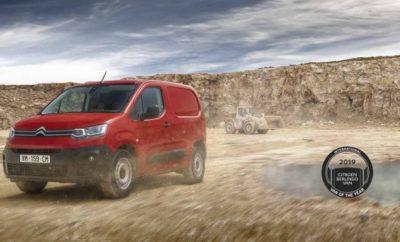 Πρόκειται για μια ακόμα αναγνώριση της αξίας του Νέου Citroën Berlingo Van, το οποίο κατέκτησε στην Έκθεση Επαγγελματικών Οχημάτων στο Αννόβερο, τον ιδιαίτερα σημαντικό τίτλο του «Διεθνούς Van Της Χρονιάς 2019»! Είναι η δεύτερη φορά που το Berlingo Van κατακτά τη συγκεκριμένη διάκριση καθώς το ίδιο είχε συμβεί και το 1997 κατά το λανσάρισμα της πρώτης γενιάς. Μετά από 1,5 εκατομμύρια πωλήσεις, έφτασε η στιγμή της επανάληψης για τη διάκριση αυτή, στην 3η γενιά του Berlingo Van με τις επαναστατικές τεχνολογίες άνεσης ασφάλειας που προσφέρει, χωρίς συμβιβασμούς στην πρακτικότητα που κάνει το νέο Berlingo ιδιαίτερα σημαντικά για τους επαγγελματίες. Με τον τρόπο αυτό συνεχίζεται μια πολύ θετική και μακρά παράδοση που έχει δημιουργήσει η Citroën στην πολύ δυναμική κατηγορία των επαγγελματικών Vans. Η επιτυχημένη ιστορία της Citroën, έχει ξεκινήσει από το εμβληματικό 2 CV Van, συνεχίστηκε με το Acadiane και το C15 για να φτάσουμε στη σημερινή εκδοχή του Νέου Berlingo Van που αποτελεί την πλέον εκσυγχρονισμένη πρόταση της κατηγορίας. Το Νέο Berlingo Van ξεχωρίζει χάρη στη μοναδική του προσέγγιση απέναντι στις ανάγκες των επαγγελματιών, προσφέροντας εκδόσεις προσαρμοσμένες για την επαγγελματικές δραστηριότητες στην πόλη ή στις δύσκολες συνθήκες της υπαίθρου, ενώ επιδεικνύει και τεχνολογική αρτιότητα στους τομείς της άνεσης και της ασφάλειας. Στον εξοπλισμό του περιλαμβάνονται 20 τεχνολογίες που βελτιστοποιούν την ασφάλεια στις μετακινήσεις, ενώ διαθέτει και 4 προτάσεις συνδεσιμότητας. «Η Citroën είναι περήφανη για τη διάκριση του Νέου Berlingo Van ως το «Διεθνές Van Της Χρονιάς 2019» για άλλη μια φορά. Με τη διάκριση αυτή επιβεβαιώνεται το «άλμα» που έχει κάνει η 3η γενιά του Berlingo σε ότι έχει να κάνει με τον εξοπλισμό, υπογραμμίζοντας με τον τρόπο αυτό την ανωτερότητα της Citroën ανάμεσα στις προτάσεις της αγοράς για την κατηγορία των van διανομών. Η επιτυχία αυτή επαναφέρει στην επικαιρότητα την εξαιρετική παράδοση που έχει η Μάρκα στην κατηγορία των Ελαφρών Επαγγελματι