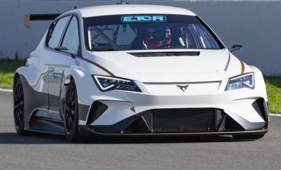 Η CUPRA χαράζει νέα πορεία στο πρωτάθλημα TCR / Το πρώτο πρωτάθλημα για ηλεκτρικά αυτοκίνητα τουρισμού παρουσιάστηκε χθες στη Βαρκελώνη / Για πρώτη φορά, το CUPRA e-Racer παρουσιάζεται μπροστά στο πιο απαιτητικό κοινό: στους θεατές του τελικού TCR Europe / Η τεχνολογία e-Racer θέτει τη βάση για το νέο πρωτάθλημα που θα ξεκινήσει το 2020 / Ο οδηγός CUPRA Mikel Azcona κέρδισε το Ευρωπαϊκό Πρωτάθλημα TCR στο τιμόνι του CUPRA TCR Μία νέα εποχή για τα αγωνιστικά αυτοκίνητα τουρισμού ξεκίνησε επίσημα χθες – η WSC Technology παρουσίασε το ETCR series, το πρώτο πρωτάθλημα ηλεκτρικών αυτοκινήτων τουρισμού που θα ξεκινήσει το 2020. Με το e-Racer, η CUPRA έχει κάνει πρωτοποριακό έργο, κατασκευάζοντας το πρώτο αγωνιστικό αυτοκίνητο τουρισμού που ανταποκρίνεται στις προδιαγραφές συμμετοχής στο νέο Πρωτάθλημα ETCR που ξεκινάει το 2020. Τους τελευταίους μήνες, η ομάδα CUPRA έχει πραγματοποιήσει εξαντλητικές δοκιμές, επιβεβαιώνοντας την αξιοπιστία και τις αγωνιστικές δυνατότητες του νέου αυτοκινήτου. Παρά το γεγονός ότι ζυγίζει 400 κιλά περισσότερο σε σύγκριση με το συμβατικό CUPRA TCR, το e-Racer διαθέτει εξαιρετικές επιδόσεις, με επιτάχυνση 0-100 χλμ/ώρα σε 3,2 δευτερόλεπτα και 0 έως 200 χλμ/ώρα σε 8,2 δευτερόλεπτα. Οι κινητήρες μονάδες του e-Racer βρίσκονται πάνω από τον πίσω άξονα και αποδίδουν μέχρι 500 kW (680 ίππους), 242 kW (330 ίππους) περισσότερο από την βενζικονίνητη έκδοση CUPRA TCR, ενώ το αυτοκίνητο διαθέτει επιπλέον και σύστημα ανάκτησης ενέργειας. Ο Antonino Labate, Director of Strategy, Business Development and Operations CUPRA επιβεβαίωσε ότι «οι αγώνες είναι μέρος του CUPRA DNA. Το CUPRA χαράζει νέα πορεία και φέρνει το πρωτάθλημα TCR στο επόμενο επίπεδο. Αυτό είναι το τέλειο παράδειγμα για το τι αντιπροσωπεύει η μάρκα CUPRA και αντικατοπτρίζει τις αξίες που πιστεύουμε». Ο Jaime Puig, Director of CUPRA Racing, πρόσθεσε «Είμαστε τόσο περήφανοι που είμαστε πρωτοπόροι στην ανάπτυξη νέων εμπειριών γύρω από το παγκόσμιο μηχανοκίνητο αθλητισμό. Οι ηλεκτρικοί αγώνες ήτα