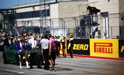 """Η Pirelli είναι χορηγός ονόματος στο Grand Prix των Ηνωμένων Πολιτειών για το οποίο έχουν επιλεγεί η μαλακή, η πολύ μαλακή και η πάρα πολύ μαλακή γόμα: Πρόκειται για την ίδια 3αδα που χρησιμοποιήθηκε στην πρεμιέρα της σεζόν στην Αυστραλία πριν από επτά μήνες. Από τότε ο συνδυασμός αυτός υιοθετήθηκε σε άλλους 3 αγώνες (Αζερμπαϊτζάν, Γαλλία, Αυστρία). Ο αγώνας αυτού του Σαββατοκύριακου είναι κρίσιμος για την μάχη του πρωταθλήματος οδηγών. Αυτό προσθέτει ένταση σε μια πίστα που είναι θεαματική και διαθέτει μοναδικά χαρακτηριστικά συνδυάζοντας τα καλύτερα στοιχεία από πολλές άλλες πίστες του προγράμματος. Δεδομένου ότι έως τώρα, σε 14 αγώνες, έχουμε δει κατάρριψη είτε ρεκόρ γύρου αγώνα, είτε απόλυτο ρεκόρ γύρου πιστεύουμε ότι το Pirelli Grand Prix ΗΠΑ θα είναι το επόμενο στο οποίο θα γραφτεί ιστορία. Η ΠΙΣΤΑ ΥΠΟ ΤΟ ΠΡΙΣΜΑ ΤΩΝ ΕΛΑΣΤΙΚΩΝ (*) Πρόσφυση ασφάλτου, κάθετη δύναμη, τραχύτητα ασφάλτου, καταπόνηση ελαστικών, πλευρικές δυνάμεις. • Η Pirelli έφερε στο Ώστιν τον ίδιο συνδυασμό γομών με πέρυσι. Όμως όλα τα φετινά ελαστικά είναι ένα επίπεδο πιο μαλακά από τα αντίστοιχα περσινά. • Η φορά του Circuit of the Americas είναι αντίθετη μ' αυτή των δεικτών του ρολογιού. Η διαδρομή αποτελείται από ευρεία ποικιλία διαφορετικών στροφών: Το σωστό σετάρισμα είναι αναπόφευκτα ένας συμβιβασμός. • Το πιο χαρακτηριστικό σημείο είναι η ανηφόρα και μετά η κατηφόρα, στη στροφή 1: Είναι εξαιρετικά απαιτητικό να βρεις το σωστό σημείο φρεναρίσματος εκεί. • Τρεις μεγάλες ευθείες βοηθούν στην ψύξη των ελαστικών σε κάθε γύρο: Είναι κρίσιμη η διατήρησή των, στο σωστό εύρος θερμοκρασιακής λειτουργίας. • Ο Lewis Hamilton κέρδισε πέρυσι για λογαριασμό της Mercedes με μια αλλαγή. Ο Sebastian Vettel της Ferrari, ήταν 2ος με 2 αλλαγές. Στους άλλους οδηγούς είδαμε ανάμεικτες τακτικές μιας ή και δυο αλλαγών. MARIO ISOLA – ΕΠΙΚΕΦΑΛΗΣ ΑΓΩΝΩΝ ΑΥΤΟΚΙΝΗΤΟΥ """"Όπως ακριβώς πέρυσι έτσι και φέτος στο Ώστιν αναμένουμε να είναι εφικτές μερικές διαφορετικές στρατηγικές. Όμως λόγω του συχνά ευμετάβλητου καιρού και τη"""