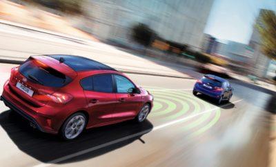 """Το Νέο Ford Focus Επιδοκιμάστηκε από το Euro NCAP για τις Προηγμένες Τεχνολογίες Υποστήριξης Οδηγού • Το Adaptive Cruise Control του νέου Ford Focus με τεχνολογίες Stop & Go, Speed Sign Recognition και Lane-Centring χαρακτηρίστηκε """"ισορροπημένο"""" και """"διαισθητικό"""" από το Euro NCAP • Η Ford κλήθηκε να συμμετάσχει στην πρώτη δοκιμή της Γερμανικής λέσχης αυτοκινήτου για να αναδειχθούν τα οφέλη των τεχνολογιών υποστήριξης οδηγού μετά το λανσάρισμα του προηγμένου, νέου Focus • Το Focus νωρίτερα μέσα στη χρονιά βαθμολογήθηκε με 5 αστέρια Euro NCAP. Στις πρόσθετες τεχνολογίες περιλαμβάνονται Pre-Collision Assist με Pedestrian και Cyclist Detection, Evasive Steering Assist Προηγμένες τεχνολογίες, σχεδιασμένες για να κάνουν την οδηγική εμπειρία με το νέο Ford Focus πιο άνετη, πιο ξεκούραστη και πιο ασφαλή έχουν επιδοκιμαστεί από τον ανεξάρτητο οργανισμό Euro NCAP μετά την πρώτη δοκιμή αξιολόγησης αυτοματοποιημένης οδήγησης, που διοργάνωσε η Γερμανική Λέσχη αυτοκινήτου ADAC στο Penzing, Γερμανία. Το Ford Focus, το οποίο νωρίτερα μέσα στη χρονιά απέσπασε 5 αστέρια στα crash tests του Euro NCAP, πήρε τα εύσημα στο πλαίσιο μιας νέας πρωτοβουλίας που σχεδιάστηκε για να αντιληφθούν καλύτερα οι πελάτες τα οφέλη των προηγμένων τεχνολογιών υποστήριξης οδηγού. Το Focus επιλέχθηκε για τις δοκιμές έχοντας τη μεγαλύτερη γκάμα προηγμένων συστημάτων υποστήριξης οδηγού από οποιοδήποτε μοντέλο Ford μέχρι σήμερα, με την υποστήριξη τριών ραντάρ, δύο καμερών και 12 αισθητήρων υπερήχων. Οι τεχνολογίες Ford Co-Pilot360 βελτιώνουν την προστασία, την οδηγική εμπειρία και τη διαδικασία παρκαρίσματος. Το Euro NCAP αξιολόγησε το Adaptive Cruise Control με τεχνολογίες Stop & Go, Speed Sign Recognition και Lane-Centring, το οποίο διατίθεται για το Focus και βοηθά να διατηρείται μία απόσταση ασφαλείας από τα προπορευόμενα οχήματα. Επίσης μειώνει το στρες σε ταξίδια μεγάλων αποστάσεων, διατηρώντας το αυτοκίνητο στο κέντρο της λωρίδας του. Τέλος μπορεί να προσαρμόσει την ταχύτητα του αυτοκινήτου μέσα στα νό"""