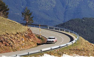 O AC3 (Argolis Classic Car Club) συνδιοργανώνει με τον Σύλλογο Ιδιοκτητών Σπορ Αυτοκινήτων (Σ.Ι.Σ.Α) και υπό την Αιγίδα του Δήμου Φυλής, το Time Speed Distance Regularity Rally το Σάββατο 17 Νοεμβρίου 2018, το οποίο προσμετρά στο AC3 - Argolis Historic Trophy με συντελεστή 1. Το T.S.D. Regularity Rally είναι μία εκδήλωση έξω από τα συνηθισμένα, που αποσκοπεί στην οδηγική απόλαυση και ευχαρίστηση των πληρωμάτων, χωρίς απαιτητική πλοήγηση, χωρίς επικαλυπτόμενες ΕΔΑ, ή άλλες δυσκολίες εντός αυτών. Τα χαρακτηριστικά του Ράλλυ είναι η σταθερή ΜΩΤ στο μεγαλύτερο μήκος των ΕΔΑ και οι κρυφές χρονομετρήσεις. Σε κάθε αρχή ΕΔΑ θα γίνεται ολικός μηδενισμός οδόμετρου και οι ελάχιστες (για λόγους ασφαλείας) αλλαγές ΜΩΤ θα γίνονται πάνω σε σχήματα (τουλίπες) του Roadbook. Η διαδρομή περιλαμβάνει, παλιές απαιτητικές οδηγικά Ακροπολικές Ειδικές Διαδρομές, με καλό οδόστρωμα στην Αττική – Βοιωτία – Κορινθία. Η διαδρομή της εκδήλωσης θα ξεκινήσει ταυτόχρονα από τις έδρες των δύο λεσχών στις 07:00 του Σαββάτου 17/11/2018. Πλησίον της 1ης ΕΔΑ στην Φυλή, θα γίνει ο τεχνικός έλεγχος από 09:00-10:30 για όλα τα αυτ/τα. Η επανεκκίνηση θα δοθεί στις 11:00 και οι συμμετέχοντες θα καλύψουν περίπου 200 χιλιόμετρα, όπου θα περιλαμβάνονται 9 Ε.Δ.Α (20-23 χρονομετρήσεις) με Μ.Ω.Τ έως 50χλμ/ώρα. Oι χρονομετρήσεις των Ε.Δ.Α θα γίνουν στο 1/10 του δευτερολέπτου (0.1),με το σύστημα Chronopist (transponders) και η έκδοση και άμεση ανάρτηση των αποτελεσμάτων στο διαδίκτυο από τον Σ.Ι.Σ.Α. Επιτρέπονται όλα τα ηλεκτρονικά βοηθήματα απόστασης και χρόνου. Τα πληρώματα θα έχουν την δυνατότητα να επιλέξουν υψηλή ΜΩΤ (καλά προετοιμασμένα οχήματα), ή μεσαία Μ.Ω.Τ, που προτείνεται για πληρώματα με οχήματα μικρότερα των 1000 cc, για μικρότερη καταπόνηση τους ή για πληρώματα με διαφορετική προσέγγιση στον αγώνα. Δεκτά γίνονται πιστοποιημένα ιστορικά αυτοκίνητα κατασκευής από 1960-1988, ενώ τα αυτοκίνητα κατηγορίας GT (1989-1998) γίνονται δεκτά αλλά θα είναι εκτός γενικής κατάταξης. Έπαθλα θα απονεμηθούν στα έξη (6) 