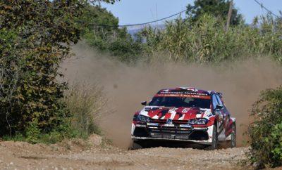Πρωταγωνιστής με το καλημέρα το νέo Volkswagen Polo GTI R5 • Ανταγωνιστικό σε χώμα και άσφαλτο, το νέο Polo GTI R5 για ιδιώτες αγωνιζόμενους, έκανε ένα εντυπωσιακό ξεκίνημα στο Ράλλυ Καταλονίας • Ο Petter Solberg εντυπωσίασε με το βάθρο που κατέκτησε στην επιστροφή του στο WRC στην Ισπανία, ενώ στα μέσα του αγώνα το Polo GTI R5 είχε βρεθεί στην κορυφή της WRC 2 • Μετά την άκρως επιτυχημένη πρεμιέρα σε πλήρως ανταγωνιστικές συνθήκες, η Volkswagen Motorsport ξεκινά τη φάση κατασκευής και παράδοσης στους πρώτους πελάτες Η «επιστροφή του Βασιλιά» ή η επιβεβαίωση της λαϊκής ρήσης «η καλή μέρα, από το πρωί φαίνεται»; Όπως και να το δει κάποιος και οι δύο φράσεις ταιριάζουν απόλυτα στο ντεμπούτο του νέου Volkswagen Polo GTI R5 στα ράλλυ! Το αυτοκίνητο που δημιούργησε από λευκό χαρτί η Volkswagen Motorsport για το πρόγραμμα πελατών (customer sport car), για χρήση από ιδιώτες αγωνιζόμενους σε εθνικά, περιφερειακά και διεθνή πρωταθλήματα, έδειξε στην Ισπανία ότι είναι ήδη πανέτοιμο για τις Ειδικές Διαδρομές, ανεξάρτητα αν αυτές θα είναι σε χώμα ή άσφαλτο. Εκ του αποτελέσματος, αποδεικνύεται ότι η Volkswagen ήταν τόσο σίγουρη για την εξέλιξη του Polo GTI R5, που σκόπιμα επέλεξε το Ράλλυ Καταλονίας, τον μοναδικό μικτό αγώνα του θεσμού για να κάνει το ντεμπούτο του. Στον ισπανικό γύρο του Παγκοσμίου Πρωταθλήματος Ράλλυ (WRC), το νέο Polo GTI R5 έκανε εξαιρετική εντύπωση, σημειώνοντας μάλιστα πρώτους χρόνους σε ειδικές τόσο στο χώμα όσο και στην άσφαλτο, αποδεικνύοντας την ανταγωνιστικότητά του στο υψηλότερο επίπεδο που θα μπορούσε να έχει επιλεγεί. Οι Νορβηγοί Petter Solberg / Veronica Engan ανέβηκαν στο βάθρο, όντας τρίτοι στην κατηγορία WRC 2, ενώ οι Γάλλοι Eric Camilli / Benjamin Veillas ήταν πρώτοι σε μεγάλο μέρος του αγώνα. Στη μοναδική εργοστασιακή εμφάνιση, η Volkswagen πέτυχε απόλυτα το στόχο που η ίδια είχε προσδιορίσει: να αποδείξει την ικανότητα του αγωνιστικού αυτοκινήτου για ιδιώτες πελάτες. Ο επικεφαλής του αγωνιστικού τμήματος της Volkswagen Motorsport, Sven Smeet