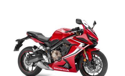 Η Honda φέρνει νέα αέρα στην κατηγορία μεσαίων μοτοσυκλετών αποκαλύπτοντας 5 νέα προϊόντα στην Έκθεση 2018 EICMA • Η CB650R ολοκληρώνει την οικογένεια 'Neo Sports Café' παρουσιάζοντας μία μοναδική εμφάνιση στην κατηγορία 'γυμνών' μοτοσυλεκτών μεσαίου βάρους • Με πλήρες κοστούμι fairing, η CBR650R είναι στιλιστικά εμπνευσμένη από την CBR1000RR Fireblade, και προσφέρει τις επιδόσεις ενός υψηλόστροφου, τετρακύλινδρου κινητήρα 70kW με ελαφρύ πλαίσιο • Τρεις μοτοσυκλέτες 500cc αποκτούν ισχυρότερες ταυτότητες 'roadster', 'sports' και 'adventure' μέσα από μία σειρά μέτρων αναβάθμισης • Νέοι χρωματικοί συνδυασμοί και βελτιωμένο 'Next Stage Total Control' για τις CBR1000RR Fireblade και CBR1000RR Fireblade SP • Νέες αποχρώσεις για τα μοντέλα GL1800 Gold Wing και X-ADV • Νέα χαρακτηριστικά για το SH300i Η Honda αποκαλύπτει ολόκληρη την Ευρωπαϊκή σειρά μοτοσυκλετών της για το 2019 στην Έκθεση EICMA στο Μιλάνο, με την παρουσίαση δύο νέων προϊόντων και τριών εκτενώς αναβαθμισμένων μοντέλων, που φέρουν νέα ενέργεια στο μεσαίο χώρο της εξαιρετικά πλούσιας και ανεπτυγμένης προϊοντικής οικογένειας της εταιρίας. CB650R Μετά την παρουσίαση των τριών 'γυμνών' μοτοσυκλετών της CB1000R, CB300R και CB125R το 2018, η Honda φέρνει τώρα τη μοναδική εμφάνιση 'Neo Sports Café' στη μεσαία κατηγορία. Η στιλιστική 'γλώσσα' είναι σύγχρονη και μινιμαλιστική, και 'παντρεύει' στοιχεία εμπνευσμένα από café racer και μία εξαιρετικά συμπαγή 'τραπεζοειδή φόρμα', διαμορφώνοντας ένα εντυπωσιακό οπτικό αποτέλεσμα. Ο εν σειρά τετρακύλινδρος κινητήρας δίνει δυναμικά το παρών, ενώ ο χαρακτηριστικός, στρογγυλός προβολέας και το ανάγλυφο ρεζερβουάρ καυσίμου υπογραμμίζουν την αίσθηση 'Neo Sports Café'. Η premium εμφάνιση συνοδεύεται από premium προδιαγραφές: Ανάποδο πιρούνι Showa 41mm 'Separate Function', τετραπίστονες, ακτινικές εμπρός δαγκάνες, Honda Selectable Torque Control, συμπλέκτης ελεγχόμενης ολίσθησης και υπερσύγχρονα όργανα. Το αποτέλεσμα είναι μία επιθυμητή, 'γυμνή' μοτοσυκλέτα μεσαίου βάρους με ένα μ