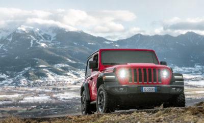 All-new Jeep® Wrangler • Ο αδιαμφισβήτητος ηγέτης της εκτός δρόμου κίνησης, το ολοκαίνουργιο Jeep Wrangler, είναι το πιο ικανό που έχει κατασκευαστεί, προσφέροντας τα υψηλότερα επίπεδα άνεσης ασφάλειας αλλά και χρήσης για κάθε μέρα. • Εξοπλίζεται με δύο συστήματα μόνιμης και κατ'επιλογήν τετρακίνησης - Command-Trac και Rock-Trac, άξονες Dana νέας γενιάς, Tru-Lock κλείδωμα εμπρός και πίσω, Trac-Lok διαφορικό περιορισμένης ολίσθησης και ηλεκτρονική απεμπλοκή εμπρόσθιας αντιστρεπτικής ράβδου. • Μοντέρνος σχεδιασμός που διατηρεί όλα τα αυθεντικά στοιχεία του εμβληματικού Wrangler με νέους συνδυασμούς εξοπλισμού που εξασφαλίζουν την open-air αίσθηση ελευθερίας. • Θα προσφέρεται στην Ευρωπαϊκή Αγορά με δύο νέους κινητήρες – Τον 2.2L Multijet II Turbo Diesel και 2.0 L turbo κινητήρα βενζίνης. Όλοι οι κινητήρες του νέου Wrangler συνδυάζονται με αυτόματο κιβώτιο 8 ταχυτήτων και ενσωματώνουν τεχνολογία ESS Stop Start. • Στον εξοπλισμό περιλαμβάνονται νέα LED φωτιστικά σώματα εμπρός και πίσω, νέα γενιά συστημάτων infotainment Uconnect που ενσωματώνουν το Apple CarPlay και το Android Auto με οθόνες αφής σε διαστάσεις 5.0, 7.0 και 8.4 ιντσών. • Η πλειάδα των συστημάτων ασφαλείας περιλαμβάνουν σύστημα παρακολούθησης τυφλού σημείου με εντοπισμό κάθετης κίνησης, κάμερα οπισθοπορείας με ενεργές γραμμές κατεύθυνσης, σύστημα ευστάθειας, σύστημα αποφυγής ανατροπής και τέσσερις αερόσακους. • Θα διατίθεται στις εκδόσεις Sport, Sahara και Rubicon με 2 ή 4 πόρτες. Ο αδιαμφισβήτητος ηγέτης της εκτός δρόμου κίνησης αλλά και ένα ξεχωριστό όχημα για καθημερινές μετακινήσεις, η νέα γενιά του εμβληματικού Jeep® Wrangler, προσφέρει υψηλότατα επίπεδα άνεσης ασφάλειας αλλά και ανώτερη οδική συμπεριφορά. Το ολοκαίνουργιο Jeep® Wrangler είναι ένα μοναδικό όχημα και είναι έτοιμο να γράψει ένα νέο κεφάλαιο στην θρυλική ιστορία της Jeep, μίας ιστορίας που ξεκίνησε το 1941. Με αυτόν ακριβώς τον στόχο, το εμβληματικό μοντέλο, έχει ανανεωθεί καθολικά, παραμένοντας όμως πιστό στην κληρονομιά του, με θρυλικέ