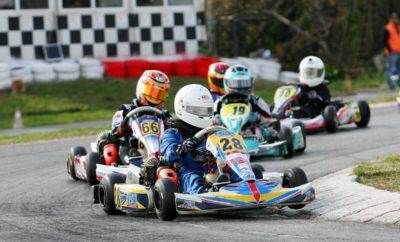 Μια συναρπαστική ημέρα γεμάτη με άκρως ενδιαφέρουσες μονομαχίες στην προτελευταία «στροφή» του Πανελλήνιου Πρωταθλήματος Karting επεφύλασσε ο 3ος γύρος του φετινού θεσμού, στο Kartodromo των Αφιδνών, που βρήκε νικητές τους Γιώργο Θεοδωρακόπουλο (Chatzis Racing Team) στη ΜΙΝΙ, Στυλιανό Πετρίση (Abloy F.S. Kart Racing) στη Junior, Στράτο Γαλανόπουλο (Chatzis Racing Team) στη Senior και Άννα Μαρία Φλώρου (Speed Force) στην Club. Στην κατηγορία ΜΙΝΙ τόσο ο Γιώργος Θεοδωρακόπουλος με τις νίκες του τόσο στους δύο προκριματικούς όσο και στον τελικό, όπως και Γιώργος Καμπύλης (Praga Zahos Karting), που πέτυχε τρεις τρίτες θέσεις, συνέχισαν την εντυπωσιακή φετινή τους ανοδική πορεία - ενώ ο δεύτερος σε όλες τις αναμετρήσεις Γιώργος Καφαντάρης (Ray Motorsport) διατήρησε το πολύ υψηλό του επίπεδο που τον κρατά κυρίαρχο της Mini B, δηλαδή της υποκατηγορίας των οδηγών 8-10 ετών. Ο Αλέξανδρος Παπαευθυμίου (Maitos Kosmic Kart Racing) κατέκτησε την 4η θέση στον τελικό και στον πρώτο προκριματικό, ενώ στην ίδια θέση του β' προκριματικού ανέβηκε ο Βασίλης Αποστολίδης (Abloy F.S. Kart Racing). Ο Στυλιανός Πετρίσης κατέκτησε και τις τρείς νίκες των ημιτελικών και του τελικού της Junior και έκανε ένα σημαντικό βήμα στην προσπάθειά του να κατακτήσει το φετινό τίτλο της κατηγορίας, έναντι του Κωνσταντίνου Κομνηνού (Kart Works) που περιορίστηκε στην 4η θέση του τελικού και του β' προκριματικού. Το βάθρο στον τελικό συμπλήρωσε ο Γιάννης Λάντζης (Chatzis Racing Team) και ο Ανδρέας Δεβετζόγλου (Abloy F.S. Kart Racing). Ο Δεβετζόγλου είχε μια δεύτερη και μια τρίτη θέση στους δύο προκριματικούς, ενώ αντίστοιχα μία δεύτερη είχε ο Ανδρέας Σπανός (Praga Zahos Karting) και ο Λάντζης. Στον τελικό της Senior ο Στράτος Γαλανόπουλος κατέκτησε τη νίκη μπροστά από τους Ανδρέα Βαρσάμη (Abloy F.S. Kart Racing) και Γιάννη Καρδαμάκη (Speed Force), όμως στους δύο προκριματικούς της κατηγορίας τα πράγματα ήταν διαφορετικά: στον β' προκριματικό ο Γαλανόπουλος βρέθηκε ελλειποβαρής, με αποτέλεσμα να τεθεί εκτός κ