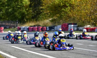 Στην εκκίνηση 38 οδηγοί Στην πίστα Kartodromo των Αφιδνών θα επιστρέψουν 38 αγωνιζόμενοι των πέντε κατηγοριών του 3ου γύρου του Πανελληνίου Πρωταθλήματος Karting την Κυριακή 11 Νοεμβρίου 2018, για την πρώτη από τις δύο τελικές αναμετρήσεις του Νοεμβρίου που θα αναδείξουν τους φετινούς Πρωταθλητές Ελλάδας. Το «φυτώριο» του ελληνικού μηχανοκίνητου αθλητισμού, η κατηγορία Mini, συγκεντρώνει σχεδόν τις μισές από αυτές τις συμμετοχές, καθώς 17 νεαροί οδηγοί 8-12 ετών θα αναμετρηθούν για τον τίτλο της Mini συνολικά, καθώς και εκείνου για τις ηλικίες 8-10 ετών. Ένα σκαλί παραπάνω, στις ηλικίες 12-14 ετών, η Junior συμπλήρωσε οκτάδα κι επιφυλάσσει συναρπαστικές μάχες μεταξύ των καθιερωμένων οδηγών της κατηγορίας και των περσινών πρωταγωνιστών της Mini που πέρασαν φέτος στην επόμενη βαθμίδα. Μεγάλο ενδιαφέρον υπόσχεται και η μάχη της Senior, με 6 αγωνιζόμενους, ενώ με τα εξατάχυτα της ΚΖ2 θα αγωνιστούν 3 συμμετέχοντες. Στην κατηγορία Club θα πάρουν εκκίνηση άλλοι 4 αθλητές. Η δράση, λοιπόν, επιστρέφει μετά από αρκετούς μήνες στην πίστα Kartodromo, με τον αγώνα που συνδιοργανώνουν η «Αγωνιστική Λέσχη Αυτοκινήτου» (ΑΛΑ) και το «Artemis Auto Club». Κατά τη διάρκεια της προπόνησης του Σαββάτου στα 1.090 μέτρα της πίστας, στο χώρο των pits θα διεξαχθεί ο Τεχνικός και Διοικητικός Έλεγχος το μεσημέρι στις 14:30-17:00. Η Κυριακή θα ανοίξει με την ενημέρωση των αγωνιζόμενων και τις ελεύθερες δοκιμές, που θα ξεκινήσουν στις 9:00 με ένα δεκάλεπτο για κάθε κατηγορία, κι έπειτα θα διεξαχθούν με τη σειρά οι Χρονομετρημένες Δοκιμές και οι αγώνες. Οι κατηγορίες Mini, Junior, Senior, KZ2 περιλαμβάνουν δύο αγώνες και έναν τελικό, ενώ η Club δύο τελικούς. Το Πανελλήνιο Πρωτάθλημα Karting επιστρέφει στο Kartodromo και μπαίνει στην τελική του ευθεία για να αναδείξει τους πρωταθλητές του. Ραντεβού την Κυριακή στις Αφίδνες!