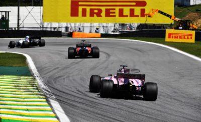 """Tο Βραζιλιάνικο Grand Prix, φιλοξενείται στη γεμάτη ένταση αμφιθεατρική πίστα του Interlagos – που γειτονεύει με την καρδιά του Σάο Πάολο. Εκεί θα εμφανιστούν για τελευταία φορά φέτος, η μέση γόμα P Zero White και η μαλακή γόμα P Zero Yellow. Μαζί τους έχει επιλεγεί γι' αυτό το Σαββατοκύριακο και η πολύ μαλακή, P Zero Red γόμα. Ο αγώνας είναι ευρέως γνωστός γιατί μπορεί να συμβούν όλα, όσον αφορά στον καιρό αλλά και στην αγωνιστική δράση. Η Βραζιλία είναι μια από τις πιο σημαντικές αγορές στον κόσμο για την Pirelli. Εκεί υπάρχουν τρία κύρια εργοστάσια, που παράγουν ελαστικά με τα οποία εξοπλίζονται και κυκλοφορούν τα μισά αυτοκίνητα της Βραζιλίας. Η ΠΙΣΤΑ ΥΠΟ ΤΟ ΠΡΙΣΜΑ ΤΩΝ ΕΛΑΣΤΙΚΩΝ (*) Πρόσφυση ασφάλτου, κάθετη δύναμη, τραχύτητα ασφάλτου, καταπόνηση ελαστικών, πλευρικές δυνάμεις. • Ο συνδυασμός που επιλέξαμε για τη Βραζιλία είναι ίδιος με τον περσινό. Στην πραγματικότητα βέβαια πρόκειται για γόμες ένα επίπεδο πιο μαλακές, καθότι όλα τα ελαστικά του 2018 είναι ένα επίπεδο πιο μαλακά από τα αντίστοιχα του 2017. • Η Βραζιλία με 4.309m είναι η 3η μικρότερη σε μήκος πίστα του πρωταθλήματος, μετά το Μονακό και το Μεξικό. Τα ελαστικά είναι συνεχώς απασχολημένα σε συνεχείς στροφές ενώ και το κυκλοφοριακό είναι έντονο. • Όσον αφορά στον καιρό είναι ίσως ο πιο απρόβλεπτος αγώνας της χρονιάς: Οι αγώνες των προηγούμενων ετών μας επιφύλαξαν τις υψηλότερες θερμοκρασίες μέσα στη σεζόν αλλά και καταρρακτώδη βροχή. • Το πίσω δεξιά ελαστικό καταπονείται περισσότερο στην πίστα που έχει φορά αντίθετη με τους δείκτες του ρολογιού. Τα ελαστικά υπόκεινται σε συνδυασμό φορτίσεων στις γρήγορες στροφές: Αυτά τα υψηλά ενεργειακά φορτία μας οδηγούν σε μια επιλογή γομών που είναι αναλογικά σκληρή. • Η στρατηγική του νικητή πέρυσι ήταν μιας αλλαγής, από πολύ μαλακή σε μαλακή γόμα. Είδαμε όμως και δυο αλλαγές. Η μια αλλαγή είναι πιθανότατα η στρατηγική που θα επιλέξουν και φέτος οι περισσότερες ομάδες. MARIO ISOLA – ΕΠΙΚΕΦΑΛΗΣ ΑΓΩΝΩΝ ΑΥΤΟΚΙΝΗΤΟΥ """"Δεν περιμένουμε κάτι πολύ διαφορετικό απ' αυτό πο"""