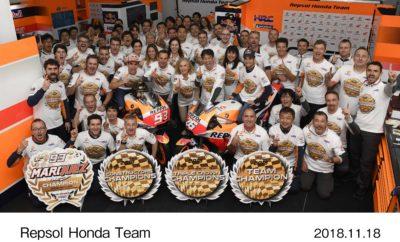 """Η Honda κατακτά το 2ο συνεχόμενο τίτλο MotoGP Triple Crown Στον τελευταίο αγώνα του Παγκοσμίου Πρωταθλήματος MotoGP η ομάδα Repsol Honda (αναβάτες: Marc Marquez, Dani Pedrosa) εξασφάλισε τον τίτλο του Πρωταθλήματος Ομάδων στο Grand Prix της Βαλένθια, 19ο γύρο του Παγκοσμίου Πρωταθλήματος FIM * MotoGP 2018. Μετά τον τίτλο του Παγκοσμίου Πρωταθλήματος Αναβατών MotoGP που κατέκτησε ο Marc Marquez στην Ιαπωνία και το 24ο Πρωτάθλημα Κατασκευαστών που εξασφάλισε η Honda στον αγώνα της Μαλαισίας, η Honda για δεύτερη συνεχόμενη χρονιά κατακτά τον τίτλο MotoGP Triple Crown (Πρωτάθλημα Οδηγών – Κατασκευαστών και Ομάδας). Ο Πρόεδρος της HRC Yoshishige Nomura μετά την κατάκτηση του τίτλου δήλωσε: """"Αυτή τη σεζόν όλες οι εταιρείες έκαναν τεράστιες βελτιώσεις στις μοτοσυκλέτες τους με αποτέλεσμα κάθε αγώνας να έχει υψηλότερο επίπεδο ανταγωνισμού. Χάρη στη σκληρή δουλειά του Marc Marquez, του Dani Pedrosa και όλων όσων εργάστηκαν κοντά μας, η Honda κατάφερε και κατέκτησε για 2η συνεχόμενη χρονιά τον τίτλο του Triple Crown. Ευχαριστώ ειλικρινά τους αναβάτες μας, την ομάδα και τους συνεργάτες της, τους χορηγούς μας καθώς επίσης και όλους τους φίλους του μηχανοκίνητου αθλητισμού σε όλο τον κόσμο που βοήθησαν να πετύχουμε αυτό το στόχο.»"""