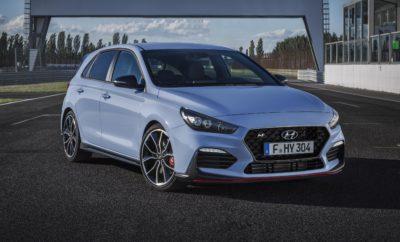 Η HYUNDAI στην ΑΥΤΟΚΙΝΗΣΗ EKO 2018 • H Hyundai θα παρουσιάσει την πλήρως ανανεωμένη γκάμα των μοντέλων της • Μια σειρά προηγμένων τεχνολογιών και κορυφαίων χαρακτηριστικών βελτιώνουν την ποιότητα ζωής των πελατών της μάρκας Δυναμικό παρόν θα δώσει η Hyundai Ελλάς στην έκθεση της ελληνικής αγοράς «Αυτοκίνηση ΕΚΟ 2018» που θα πραγματοποιηθεί από 10 – 18 Νοεμβρίου 2018 στο Ολυμπιακό Ακίνητο Ξιφασκίας στο Πρώην Δυτικό Αεροδρόμιο. Κατά τη διάρκεια της έκθεσης οι επισκέπτες θα έχουν την ευκαιρία να γνωρίσουν από κοντά αλλά και να οδηγήσουν την πλήρως ανανεωμένη προϊοντική γκάμα της Hyundai που περιλαμβάνει:  το δημοφιλές i10  το ανανεωμένο i20  τη νέα οικογένεια i30 o με το προηγμένο Hatchback o το υπέροχο Fastback, το μοναδικό 5θυρο hot κουπέ της μεσαίας κατηγορίας o το γεμάτο συγκινήσεις καθαρόαιμο μοντέλο υψηλών επιδόσεων Ν  το εντυπωσιακό Kona που αποτελεί την premium πρόταση της Hyundai στην κατηγορία των μικρομεσαίων SUV και  το ολοκαίνουριο Tucson Η Hyundai Ελλάς επιτυγχάνει τις καλύτερες επιδόσεις της στην αγορά λιανικής την τελευταία δεκαετία ικανοποιώντας όλες τις ανάγκες των πελατών της. Κάνοντας, ήδη σήμερα, προσιτή τη μελλοντική τεχνολογία κινητήρων EURO 6d-TEMP, την κορυφαία κατασκευαστική αξιοπιστία, την καλαίσθητη σχεδίαση, τις προηγμένες τεχνολογίες άνεσης και ενεργητικής ασφάλειας Hyundai SmartSense, την εξαιρετική συνδεσιμότητα Apple CarPlay και Android Auto, την απολαυστική εμπειρία οδήγησης και την κορυφαία 5-ετή εργοστασιακή εγγύηση ακόμη και για εκατομμύρια χιλιόμετρα, συμβάλει στην βελτίωση της ποιότητας ζωής των πελατών της. Η έκθεση θα λειτουργεί Δευτέρα - Παρασκευή 15:00-21:00 και Σάββατο - Κυριακή 10:00 - 21:00 και θα διαρκέσει έως την Κυριακή 18 Νοεμβρίου 2018.