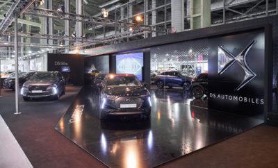 """Η DS Automobiles παρουσίασε για μία ακόμα φορά την εξέλιξη και την τεχνογνωσία της στα πολυτελή αυτοκίνητα, συστήνοντας το κομψό και παριζιάνικο lifestyle. Η μάρκα που δε σταματά να μαγνητίζει όλα τα βλέμματα και να κατακτά καινούργιο κοινό, αποκάλυψε την Παρασκευή 9 Νοεμβρίου και στα πλαίσια της """"Αυτοκίνηση EKO 2018"""", το νέο, εκκεντρικό compact SUV DS 3 CROSSBACK. Αποκαλύπτοντας τη νέα, εντυπωσιακή γενιά του μικρότερου μοντέλου της, η DS Automobiles έδωσε στο κοινό μια πρώτης τάξεως ευκαιρία να έρθει σε επαφή με τα κορυφαία τεχνικά χαρακτηριστικά του, που κάνουν το νέο μοντέλο να ξεχωρίζει. Τα αποκαλυπτήρια έγιναν κατά τη διάρκεια της επίσημης δημοσιογραφικής παρουσίασης του νέου DS 3 CROSSBACK στην έκθεση """"Αυτοκίνηση EKO 2018"""", όπου ο κύριος Arnaud Ribault, Senior Vice President για τις Πωλήσεις και το Marketing της DS Automobiles παγκοσμίως, μαζί με τον κύριο Δημήτρη Καββούρη, Chief Operating Officer της μάρκας DS Automobiles στην Ελλάδα, έδωσαν το παρόν, αποκαλύπτοντας τα δυναμικά χαρακτηριστικά του νέου μέλους της DS Automobiles. O κος Καββούρης άνοιξε την εκδήλωση καλωσορίζοντας τους επισκέπτες στο περίπτερο της DS Automobiles, τονίζοντας τη σημαντικότητα του νέου DS 3 Crossback για τη μάρκα και το PSA Group, καλώντας στη συνέχεια στο βήμα τον κο A. Ribault, ο οποίος συγκεκριμένα τόνισε: """"η DS σημειώνει τεράστια επιτυχία σε όλο τον κόσμο, με αποτέλεσμα οι αντιπροσωπείες να αυξάνονται ραγδαία. Το νέο DS 3 Crossback περικλείει όλη τη γαλλική τεχνογνωσία, φινέτσα, καινοτομία και την έμφαση στη λεπτομέρεια. Είμαστε σίγουροι για την επιτυχία του στην Ελλάδα!"""" Σχεδιασμένο να συνδυάζει την κομψότητα, την άνεση και την τεχνολογία, το νέο compact SUV DS 3 CROSSBACK, ξεχωρίζει χάρη στην επιβλητική του εμφάνιση, εντυπωσιάζοντας με τις λεπτομέρειες που υποδηλώνουν το μοντέρνο και εκλεπτυσμένο του στυλ. Το μήνυμα που καλείται να μεταφέρει είναι ακριβώς αυτό: έμφαση στην αισθητική όσο και εξοπλιστική εικόνα, με ιδιαίτερες """"καμπύλες"""" που παραπέμπουν στην κοπή των διαμαντιών."""