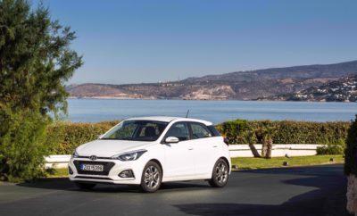 Hyundai i20 : Νο1 σε αξιοπιστία για το 2019 στη Γερμανία • Το i20 διαθέτει το χαμηλότερο ποσοστό βλαβών στην κατηγορία του στη γερμανική αγορά • Πραγματοποιήθηκαν 8,8 εκατομμύρια γενικοί έλεγχοι • Το αποτέλεσμα επιβεβαιώνει τη δέσμευση της Hyundai Motor για προϊόντα κορυφαίας ποιότητας Η Hyundai i20 κατέκτησε τον τίτλο του καλύτερου compact αυτοκινήτου στην έκθεση της TÜV για το 2019 που δημοσιεύθηκε στο Auto Bild Γερμανίας. Με μέσο όρο βλαβών μόλις 3% στις δοκιμές τεχνικού ελέγχου της TÜV Γερμανίας, το i20 γίνεται ο Βασιλιάς της αξιοπιστίας στην compact κατηγορία. Το αποτέλεσμα αυτό αποτελεί ένα σημαντικό δείκτη για τους αγοραστές καινούργιων και μεταχειρισμένων αυτοκινήτων, καθώς αποδεικνύει το κορυφαίο επίπεδο ποιότητας των οχημάτων Hyundai. Για την έκθεση της TÜV, το μεγαλύτερο γερμανικό περιοδικό αυτοκινήτου Auto Bild και η TÜV πραγματοποίησαν 8,8 εκατομμύρια γενικούς ελέγχους από τον Ιούλιο 2017 έως και τον Ιούνιο 2018. Τα οχήματα ομαδοποιήθηκαν ανάλογα με την ηλικία και την κατηγορία τους, όπως compact αυτοκίνητα έναντι σπορ αυτοκινήτων, φορτηγά και SUV ή λιμουζίνες, βενζινοκίνητα και πετρελαιοκίνητα αυτοκίνητα, υβριδικά και ηλεκτροκίνητα, χαμηλού κόστους και πιο ακριβά μοντέλα. Στην έκθεση της TÜV γίνεται διαχωρισμός των οχημάτων σε δύο- τριών, τεσσάρων-πέντε, έξι- επτά, οκτώ-εννέα και δέκα-έντεκα ετών. Ο νικητής σε κάθε ηλικιακή ομάδα είναι το αυτοκίνητο που εμφάνισε τις λιγότερο σοβαρές βλάβες. Αυτά με τη χαμηλότερη αναλογία βλαβών αποτελούν το Top Ten της συνολικής βαθμολογίας. Ταυτόχρονα, το Auto Bild ορίζει τα πιο αξιόπιστα αυτοκίνητα σε κάθε κατηγορία. Το νέο i20, που λανσαρίστηκε το καλοκαίρι του 2018, αποδεικνύει με τον πιο πειστικό τρόπο την κορυφαία ποιότητα στην κατηγορία του διαθέτοντας ήδη κινητήρες με τις μελλοντικές προδιαγραφές αντιρρυπαντικής τεχνολογίας Euro 6d-TEMP σε συνδυασμό με τη δέσμη τεχνολογιών Hyundai SmartStreamTM. Οι τεχνολογικές καινοτομίες Hyundai SmartStreamTM ενισχύουν την οικονομία, την απόδοση αλλά και την ποιότητα και απόλ