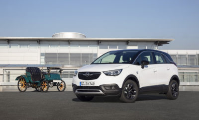 """Η Opel γιορτάζει 120 χρόνια στην παραγωγή αυτοκινήτων Επιβατικά μοντέλα Opel σε εκδόσεις """"120 Edition"""" με πλούσιο βασικό εξοπλισμό & εξαιρετικά ελκυστικές τιμές Η Opel θα γιορτάσει τα 120 χρόνια στην παραγωγή αυτοκινήτων το 2019 και επομένως 120 χρόνια καινοτόμων τεχνολογιών, προσιτών στο ευρύ κοινό – σύμφωνα με το δόγμα της Opel """"Το Μέλλον Ανήκει σε Όλους"""". Για να γιορτάσει αυτή την επέτειο μαζί με τους πελάτες της, η Opel λανσάρει τις ειδικές εκδόσεις """"120 Edition"""". Μοντέλα επιβατικών αυτοκινήτων, όπως τo μικρό Corsa, το bestseller Astra, η οικογένεια σπορ SUV - Crossland X, Mokka X και Grandland X - και το επιβλητικό Insignia θα διατίθενται σε εκδόσεις """"120 Edition"""" με πληθώρα προηγμένων τεχνολογιών, στιλιστικών στοιχείων και συστημάτων άνεσης στάνταρ σε προνομιακές τιμές. Η παραγγελιοληψία για τις ειδικές εκδόσεις """"120 Edition"""" μόλις ξεκίνησε! «Η Opel εκδημοκρατίζει τον τομέα μεταφορών εδώ και 120 χρόνια. Με τα αυτοκίνητά μας, κάνουμε τις πρωτοποριακές τεχνολογίες και τα καινοτόμα χαρακτηριστικά προσιτά σε όλες τις ομάδες πελατών. Αυτό είναι και το μότο μας! Και γι' αυτό προσφέρουμε την ειδική έκδοση """"120 Edition"""" ώστε τα περισσότερα μοντέλα μας να σηματοδοτήσουν το ξεκίνημα μιας επετειακής χρονιάς» δήλωσε ο Xavier Duchemin, Διευθύνων Σύμβουλος Πωλήσεων, Aftersales & Μάρκετινγκ. Τα μοντέλα της σειράς """"120 Edition"""" είναι εντυπωσιακά, με ηλεκτρονικό κλιματισμό ECC, κομψές ζάντες αλουμινίου, στοιχεία χρωμίου, κατώφλια θυρών & ειδικά βελούδινα πατάκια με τα λογότυπα «Opel» και φυσικά «120» χρόνια. Και όλα αυτά σε ιδιαίτερα ελκυστικές τιμές. Για παράδειγμα, η ειδική έκδοση 5-θυρου Corsa ήδη διατίθεται από 12.080€, για το επετειακό Astra, οι τιμές ξεκινούν από 16.900€ και για το Grossland X αντίστοιχα από 16.850€ (προτεινόμενες τιμές λιανικής συμπεριλαμβανομένου ΦΠΑ και προγράμματος προσφοράς)."""