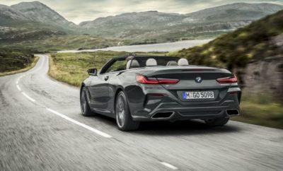 Πρεμιέρα για το δεύτερο μοντέλο της νέας, πολυτελούς οικογένειας της BMW Σειράς 8: Η νέα BMW Σειρά 8 Cabrio αποπνέει μία δυναμική αύρα, ενώ μεταμορφώνεται σε 'ήρεμη δύναμη' σε ταξίδια μεγάλων αποστάσεων, υποσχόμενη μία premium εμπειρία open-top οδήγησης. Cabrio οδηγική απόλαυση για τέσσερα άτομα. Κλασική οροφή soft-top με ηλεκτρική, αθόρυβη λειτουργία, ελάχιστο βάρος και εξαιρετική ακουστική άνεση. Η οροφή ανοίγει και κλείνει σε 15 δευτερόλεπτα μέσω μπουτόν, ακόμα και κατά τη διάρκεια του ταξιδιού, με ταχύτητες έως 50 km/h. Soft-top σε Black στάνταρ ή σε Anthracite Silver προαιρετικά. Μοναδική ερμηνεία ενός εξωτερικού στυλ που μιλά στο συναίσθημα. Αισθητική ακρίβεια και σαφήνεια – στοιχεία κλειδιά στη νέα σχεδιαστική γλώσσα BMW. Γνώριμες αναλογίες BMW και κομψές ρέουσες γραμμές αναδεικνύονται κυρίως με την οροφή ανοιχτή. Ποιοτική, αναδιπλούμενη υφασμάτινη οροφή δημιουργεί τη χαρακτηριστική cabrio σιλουέτα με ευθεία μεσαία γραμμή. Φαρδύ, σπορ πίσω τμήμα υπογραμμίζει το χαμηλωμένο στήσιμο της νέας BMW Σειράς 8 Cabrio. Πλήρης αρμονία εξωτερικής και εσωτερικής σχεδίασης. Η γραμμή ώμου ανεβαίνει ομαλά, ενώ τα πλαίσια των πλαϊνών παραθύρων συγχωνεύονται στο κάλυμμα του soft-top. Εμπρός και πίσω καθίσματα συνεισφέρουν στην αρμονική σχεδίαση. Προηγμένη σχεδίαση του χώρου αναδίπλωσης του soft-top με διακριτικούς θόλους και επιφάνειες, εμπνευσμένα από το ταμπλό και τους 'ώμους' των θυρών. Λανσάρισμα στην αγορά το Μάρτιο του 2019 σε δύο εκδόσεις: BMW M850i xDrive Cabrio (κατανάλωση καυσίμου στο μικτό κύκλο: 10,0 – 9,9 l/100 km, εκπομπές CO2 στο μικτό κύκλο: 229 – 225 g/km)* με κινητήρα 390 kW/530 hp V8 και BMW 840d xDrive Cabrio (κατανάλωση καυσίμου στο μικτό κύκλο: 6,3 – 5,9 l/100 km, εκπομπές CO2 στο μικτό κύκλο: 165 – 155 g/km)* με εξακύλινδρο εν σειρά κινητήρα diesel και 235 kW/320 hp. Και οι δύο τύποι κινητήρων πληρούν το πρότυπο εκπομπών ρύπων Euro 6d-TEMP. Μεταφορά ισχύος από το οκτατάχυτο κιβώτιο Steptronic Sport και το σύστημα ευφυούς τετρακίνησης BMW xDrive. Γνήσιος 