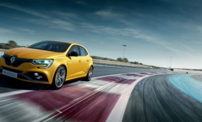 TO GROUPE RENAULT ΣΤΗΝ ΕΚΘΕΣΗ «ΑΥΤΟΚΙΝΗΣΗ EKO 2018» Με αιχμή του δόρατος τη Formula 1 R.S.18 και το νέο Megane R.S. η Renault δίνει δυναμικό παρόν στη φετινή έκθεση «Αυτοκίνηση ΕΚΟ 2018» Φέτος η Renault κλείνει 120 χρόνια ζωής. 120 χρόνια γεμάτα πρωτιές που αποδεικνύουν ότι η καινοτομία είναι στο DNA της κορυφαίας γαλλικής μάρκας αυτοκινήτων. Με αφορμή τη συγκυρία αυτή, η TEOREN MOTORS A.E. εξασφάλισε και παρουσιάζει για πρώτη φορά στο ελληνικό κοινό ένα κορυφαίο έκθεμα που συμπυκνώνει όλη την τεχνογνωσία που αποκτήθηκε εδώ και 120 χρόνια στους αγώνες και το δρόμο. Έτσι, καθ' όλη τη διάρκεια της έκθεσης το κοινό θα έχει την ευκαιρία να θαυμάσει από κοντά τη μοναδική R.S.18, η οποία θα αποκαλυφθεί την Παρασκευή 9 Νοεμβρίου, στις 19:15. Πρόκειται για το μονοθέσιο με το οποίο συμμετέχουν στο φετινό Παγκόσμιο Πρωτάθλημα F1, οι Hülkenberg και Sainz, με την ομάδα της Renault Sport F1 Team. Το μονοθέσιο θα εκτίθεται δίπλα σε ένα άλλο κορυφαίο δείγμα μηχανικής τεχνογνωσίας και αυτοκινητιστικού πάθους, το κορυφαίο μέλος της οικογένειας Megane, το ασυναγώνιστο R.S. των 280 ίππων, που θα κάνει την πρώτη του επίσημη εμφάνιση σε ελληνικό έδαφος. Το περίπτερο του Groupe Renault στην έκθεση θα πλαισιώνεται από όλη τη γκάμα των δημοφιλών μοντέλων της γαλλικής μάρκας. το ευέλικτο Twingo στην κορυφαία έκδοση GT, το εμβληματικό Clio, το trendy Captur, αλλά και το επιβλητικό Kadjar. Στη γκάμα των εκθεμάτων θα ξεχωρίζουν δύο νέες εκδόσεις του Megane, το μεγαλοπρεπές Grand Coupe και το χρηστικό Sport Tourer. Παράλληλα, στο τομέα που είναι αφιερωμένος στην Dacia, οι επισκέπτες του περιπτέρου θα έχουν την ευκαιρία να γνωρίσουν το νέο Dacia Duster, σε 2κίνητη και 4κίνητη έκδοση. Πρόκειται για το μοντέλο που κυριαρχεί στις πωλήσεις των SUV σε ευρωπαϊκό επίπεδο και έκανε το παγκόσμιο λανσάρισμά του στην Ελλάδα στις αρχές του έτους. Δίπλα του το δημοφιλές και ολοκληρωμένο Sandero Stepway. Καθ' όλη τη διάρκεια της έκθεσης οι επισκέπτες θα έχουν την ευκαιρία να οδηγήσουν τα αγαπημένα τους Renaul