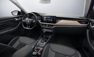 • Ταμπλό που αντηχεί στο εσωτερικό το νέο, δυναμικό design του εξωτερικού του αυτοκινήτου • Virtual Cockpit (ψηφιακός πίνακας) και συστήματα infotainment με τις μεγαλύτερες οθόνες στην κατηγορία • Πρεμιέρα του ολοκαίνουργιου SKODA SCALA στις 6 Δεκεμβρίου, στο Τελ Αβίβ Μία εβδομάδα πριν την παγκόσμια πρεμιέρα του μοντέλου στο Τελ Αβίβ, στο Ισραήλ, η SKODA δίνει στη δημοσιότητα τις πρώτες φωτογραφίες από το εσωτερικό του SKODA SCALA, του ολοκαίνουργιου χάτσμπακ της μάρκας. Οι οπτικές ομοιότητες με το εσωτερικό του VISION RS, εντυπωσιάζουν! Η SKODA τολμά και μεταφέρει τη σχεδιαστική γλώσσα του πρωτότυπου που παρουσίασε στο Σαλόνι Αυτοκινήτου του Παρισιού και κέρδισε ειδικούς και κοινό, πριν από λιγότερο από δύο μήνες, σε μοντέλο παραγωγής και μάλιστα σε μία δημοφιλέστατη κατηγορία. Το SKODA SCALA θα είναι το πρώτο μοντέλο της μάρκας που χαρακτηρίζεται από τη νέα σχεδιαστική φιλοσοφία της. Μία μίξη εργονομίας και συναισθηματικής έλξης, σε ένα ιδιαίτερα εκφραστικό και ξεχωριστό design. Μία μεγάλη, έγχρωμη οθόνη κεντρικά τοποθετημένη και ψηλά στο πεδίο του οδηγού, μαζί με ένα ολοκαίνουργιο πίνακα οργάνων, δίνουν μία ισχυρή πρώτη εντύπωση. Η οθόνη μπορεί να φτάσει σε μέγεθος τις 9,2 ίντσες και είναι η μεγαλύτερη στην κατηγορία, προφέροντας πλήθος πληροφοριών, με εύκολο και ευχάριστο τρόπο σε οδηγό και συνοδηγό. Είναι παραπάνω από εμφανές ότι έχει δοθεί ιδιαίτερη προσοχή στο σχεδιασμό και των πιο μικρών λεπτομερειών: από την καμπυλωτή, μονοκόμματη φάσα που περικλείει την οθόνη στο κάτω μέρος της και διατρέχει οριζόντια το ταμπλό, μέχρι το σχήμα των διακοπτών ή τον τρόπο που αναπτύσσονται οι αεραγωγοί που μοιάζουν να καταλήγουν επιθετικά στο εσωτερικό των θυρών. Σε συνδυασμό με νέα χρώματα και υλικά, επιφάνειες πρωτότυπης υφής και ακριβή αίσθηση σε οτιδήποτε μπορεί να αγγίξει το μάτι ή το χέρι, η εντύπωση που δημιουργείται είναι ιδιαίτερα ξεχωριστή και ευχάριστη, με μία λέξη μοναδική! Παγκόσμια πρεμιέρα για το νέο SKODA SCALA στις 6 Δεκεμβρίου, στο Τελ Αβίβ, στο Ισραήλ.