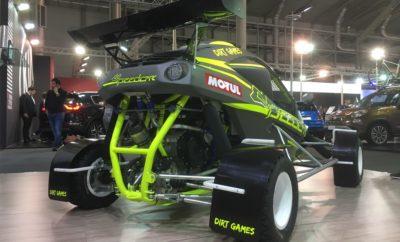 H Speedcar Motul Team Greece στην «Αυτοκίνηση ΕΚΟ 2018» Το παρών, στον ετήσιο πλέον ραντεβού με την «ΑΥΤΟΚΙΝΗΣΗ» της χώρας, θα δώσει η αγωνιστική ομάδα της Speedcar Motul Team Greece. Στο φιλόξενο stand Νο 28 της ελληνικής αντιπροσωπείας της Speedcar θα βρίσκεται το νέο Speedcar XTREM 2018, πάντα ντυμένο στα χρώματα της MOTUL! Με βάρος μόλις 320kg, πίσω κίνηση και κινητήρα 750cc με 155hp, το συγκεκριμένο όχημα υπόσχεται XTREM(E) αγωνιστικές συγκινήσεις. Τα στελέχη της ομάδας θα βρίσκονται εκεί για να σας το παρουσιάσουν και να σας μυήσουν στο μαγικό κόσμο της Speedcar και του Kartcross.
