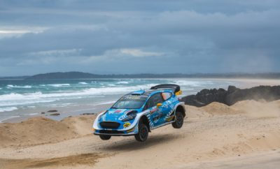 Συνεχίζει την προσπάθειά του στο Ράλλυ Αυστραλίας ο Ιορδάνης Σερδερίδης, αγώνα που ρίχνει την αυλαία του φετινού Παγκοσμίου πρωταθλήματος ράλλυ. Ο Έλληνας οδηγός στη δεύτερή του συμμετοχή με το τελευταίων προδιαγραφών Ford Fiesta WRC, χρειάστηκε χρόνο για να εγκλιματιστεί στο κορυφαίο αυτό αυτοκίνητο, το οποίο οδηγεί για πρώτη φορά σε χωμάτινη επιφάνεια. «Κινηθήκαμε φυλαγμένα στις πρωινές ειδικές διαδρομές της Παρασκευής, προσπαθώντας να προσαρμόσουμε το στυλ οδήγησής μας στις απαιτήσεις του αυτοκινήτου.», ήταν τα λόγια του Σερδερίδη αναφορικά με την πορεία του στο πρώτο σκέλος του αγώνα και συνέχισε: «Δυσκολευτήκαμε να βρούμε ρυθμό, αλλά στη συνέχεια βελτιώσαμε τις επιδόσεις μας και εξοικειωθήκαμε καλύτερα με το Ford Fiesta WRC, πετυχαίνοντας ικανοποιητικούς χρόνους. Όλα αυτά χάρη και στη συνοδηγό μου, Lara Vanneste που αν και πρώτη φορά βρίσκεται στην Αυστραλία, τα κατάφερε περίφημα στο πρώτο σκέλος.» Το Σάββατο περιλαμβάνει 10 ειδικές διαδρομές, όντας το μεγαλύτερο σκέλος του αγώνα: «Το αρνητικό για εμάς είναι ότι εκκινούμε πρώτοι στις διαδρομές της δεύτερης ημέρας, γεγονός που θα μας δυσκολέψει, καθώς θα επωμιστούμε το δύσκολο έργο να «καθαρίζουμε» τις διαδρομές.», δήλωσε ο Ιορδάνης Σερδερίδης και συνέχισε: «Παρ' όλα αυτά, έχοντας εξοικειωθεί ακόμη περισσότερο με το αυτοκίνητο, είμαστε αισιόδοξοι πως θα αναρριχηθούμε στη γενική κατάταξη και θα πετύχουμε τον αρχικό στόχο της βαθμολογούμενης δεκάδας, κάτι που είχαμε καταφέρει πέρυσι.»