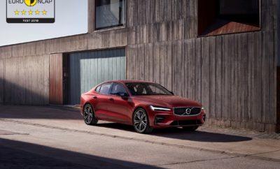 Τα S60 και V60 συνεχίζουν το σερί των 5 αστέρων για τη Volvo στις δοκιμές ασφαλείας του EuroNCAP · Δεν αποτελεί έκπληξη η εύκολη κατάκτηση 5 αστεριών στις δοκιμές του EuroNCAP από τα Volvo S60 και V60 · Πεντάστερη ολόκληρη η γκάμα της Volvo · H Volvo ηγείται σταθερά στον τομέα της ασφάλειας, με κάθε νέο αυτοκίνητό της να ξεχωρίζει στις δοκιμές του έγκυρου οργανισμού Τα νέα Volvo S60 και V60 κατέκτησαν την κορυφαία αξιολόγηση με πέντε αστέρια στις δοκιμές ασφαλείας του EuroNCAP, συνεχίζοντας το σερί των άριστων αποτελεσμάτων για την γκάμα της Volvo. Τα αποτελέσματα επισφραγίζουν τη φήμη της Volvo στον τομέα της ασφάλειας. Κάθε νέο μοντέλο της σουηδικής εταιρείας κατακτά μια θέση ανάμεσα στα ασφαλέστερα αυτοκίνητα που κυκλοφορούν στους δρόμους. Από το V40 έως το μεγάλο SUV XC90, όλα τα μοντέλα που διαθέτει σήμερα στην γκάμα της η Volvo προσφέρουν τεχνολογία ασφαλείας βραβευμένη με πέντε αστέρια. Ο κύκλος δοκιμών του EuroNCAP για το 2018 είναι πιο απαιτητικός από ποτέ, με νέες και πιο δύσκολες δοκιμασίες όσον αφορά τις τεχνολογίες ασφαλείας, όπως η ανίχνευση ποδηλάτη με αυτόματο φρενάρισμα και τα συστήματα διατήρησης λωρίδας. Τα S60 και V60 είναι ανάμεσα στα ασφαλέστερα αυτοκίνητα που δοκιμάστηκαν υπό το νέο καθεστώς. «Τα αποτελέσματα αποδεικνύουν ότι η Volvo ηγείται σταθερά στον τομέα της ασφάλειας, ξεπερνώντας συνεχώς τα όρια στην εξέλιξη νέων τεχνολογιών», δήλωσε η Μαλίν Έκχολμ (Malin Ekholm), επικεφαλής του Volvo Cars Safety Centre. «Ανεξάρτητα από το ποιο Volvo επιλέγετε, μπορείτε να είστε σίγουροι ότι εσείς και τα αγαπημένα σας πρόσωπα θα ταξιδεύετε σε ένα από τα ασφαλέστερα αυτοκίνητα της αγοράς». Τα S60 και V60 μοιράζονται την πλατφόρμα SPA (Scalable Product Architecture) της Volvo και τις ίδιες τεχνολογίες ασφαλείας με το XC60 - το ασφαλέστερο αυτοκίνητο στις δοκιμές του EuroNCAP το 2017 - και τα κορυφαία μοντέλα της Σειράς 90. Η ομπρέλα των προηγμένων συστημάτων ασφαλείας που διαθέτουν όλα τα Volvo έχει στον πυρήνα της το πρωτοποριακό σύστημα City Safety. Στα