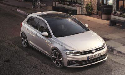 """Νέο Volkswagen Polo R-Line • Νέα έκδοση R-Line για το Volkswagen Polo • Διαθέσιμη με τον 1.0 TSI 115PS κινητήρα, τόσο με manual όσο και αυτόματο κιβώτιο ταχυτήτων DSG • Σπορ design, οδηγική απόλαυση και υψηλό επίπεδο εξοπλισμού σε ένα μοναδικό πακέτο • Με προτεινόμενη τιμή λιανικής από 17.400 € Νέο Polo R-Line. Μία νέα έκδοση για το δημοφιλές μοντέλο της Volkswagen που στο πέρασμα του χρόνου έχει αναδειχθεί σε ένα παγκόσμιο best-seller, με περισσότερες από 17 εκατομμύρια πωλήσεις! Το νέο Polo, που την Άνοιξη ψηφίστηκε ως το World Urban Car 2018, πλέον με την έκδοση R-Line αποκτά και έντονο σπορ χαρακτήρα, προσφέροντας ξεχωριστό design, γνήσια οδηγική απόλαυση και υψηλό επίπεδο εξοπλισμού, σε ιδιαίτερα ελκυστική τιμή. Η έκδοση R-Line είναι διαθέσιμη με τον κινητήρα 1.0 TSI 115PS, τόσο με χειροκίνητο όσο και αυτόματο κιβώτιο ταχυτήτων DSG 7-σχέσεων και έρχεται να προστεθεί στην κορυφή της γκάμας του Polo, όσον αφορά στο επίπεδο εξοπλισμού. Εξωτερικά, ξεχωρίζει το αεροδυναμικό πακέτο R-Line (προφυλακτήρες, πλευρικά μαρσπιέ, αεροτομή οροφής) ενώ εντυπωσιάζουν οι νέας σχεδίασης σπορ ζάντες αλουμινίου 17 ιντσών """"Bonneville"""" από τη γκάμα της Volkswagen R. Τη δυναμική εξωτερική εμφάνιση συμπληρώνουν τα πίσω φωτιστικά σώματα LED. Στο εσωτερικό, ο εξοπλισμός είναι αναβαθμισμένος σε σχέση με τις υπόλοιπες εκδόσεις, δίνοντας έμφαση στα σπορ χαρακτηριστικά. Πιο συγκεκριμένα, στο βασικό εξοπλισμό της έκδοσης R-Line περιλαμβάνονται: • Sport καθίσματα με υφασμάτινη επένδυση """"Level"""" σε carbon look • Δερμάτινο πολύ-λειτουργικό τιμόνι, που στην περίπτωση του αυτόματου κιβωτίου ταχυτήτων DSG διαθέτει και paddles • Adaptive Cruise Control • Οθόνη πολλαπλών ενδείξεων Plus • Διακοσμητικές επενδύσεις """"Deep Iron""""στο ταμπλό, στο πλαίσιο της κεντρικής κονσόλας και στα πάνελ των εμπρός θυρών • Μαύρη απόχρωση ουρανού • Κρυφός εσωτερικός φωτισμός Ambient • Air Care Climatronic 2 ζωνών Αν το ζητούμενο είναι η ακόμα πιο έντονη διαφοροποίηση, υπάρχει διαθέσιμο και εσωτερικό πακέτο εξοπλισμού R-Line"""